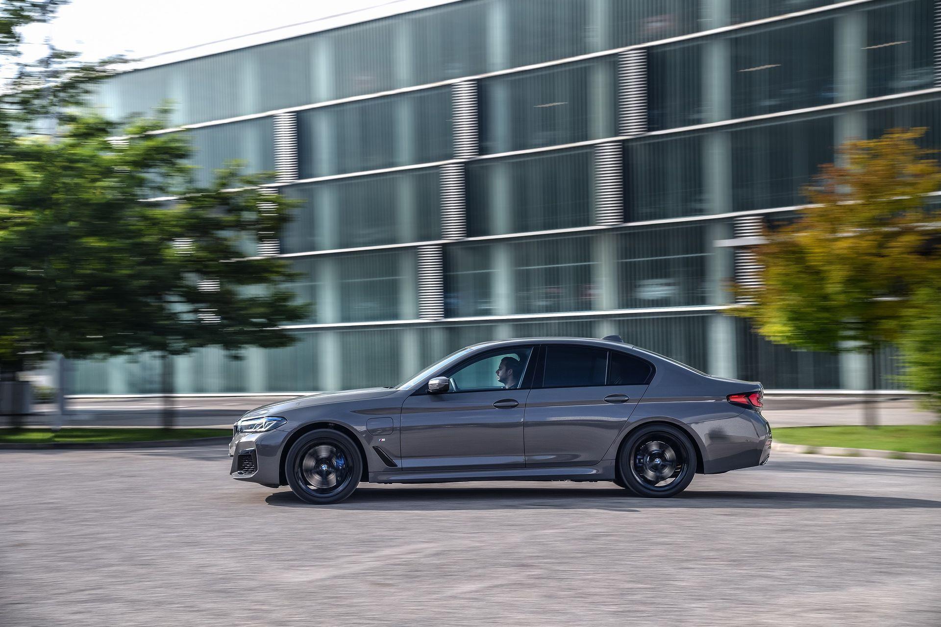 BMW-545e-xDrive-11