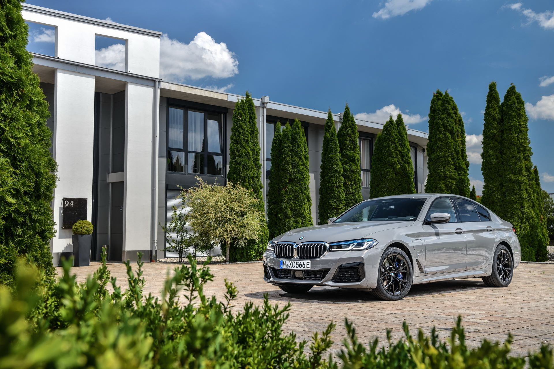 BMW-545e-xDrive-13
