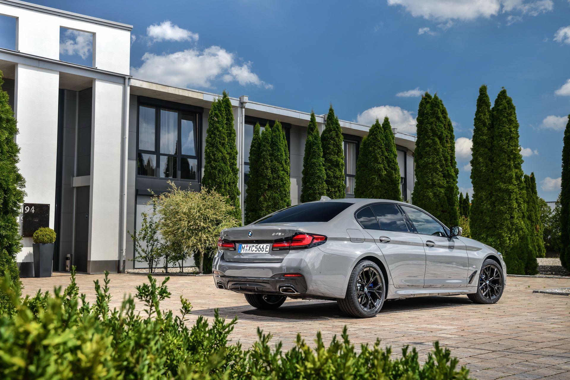 BMW-545e-xDrive-14
