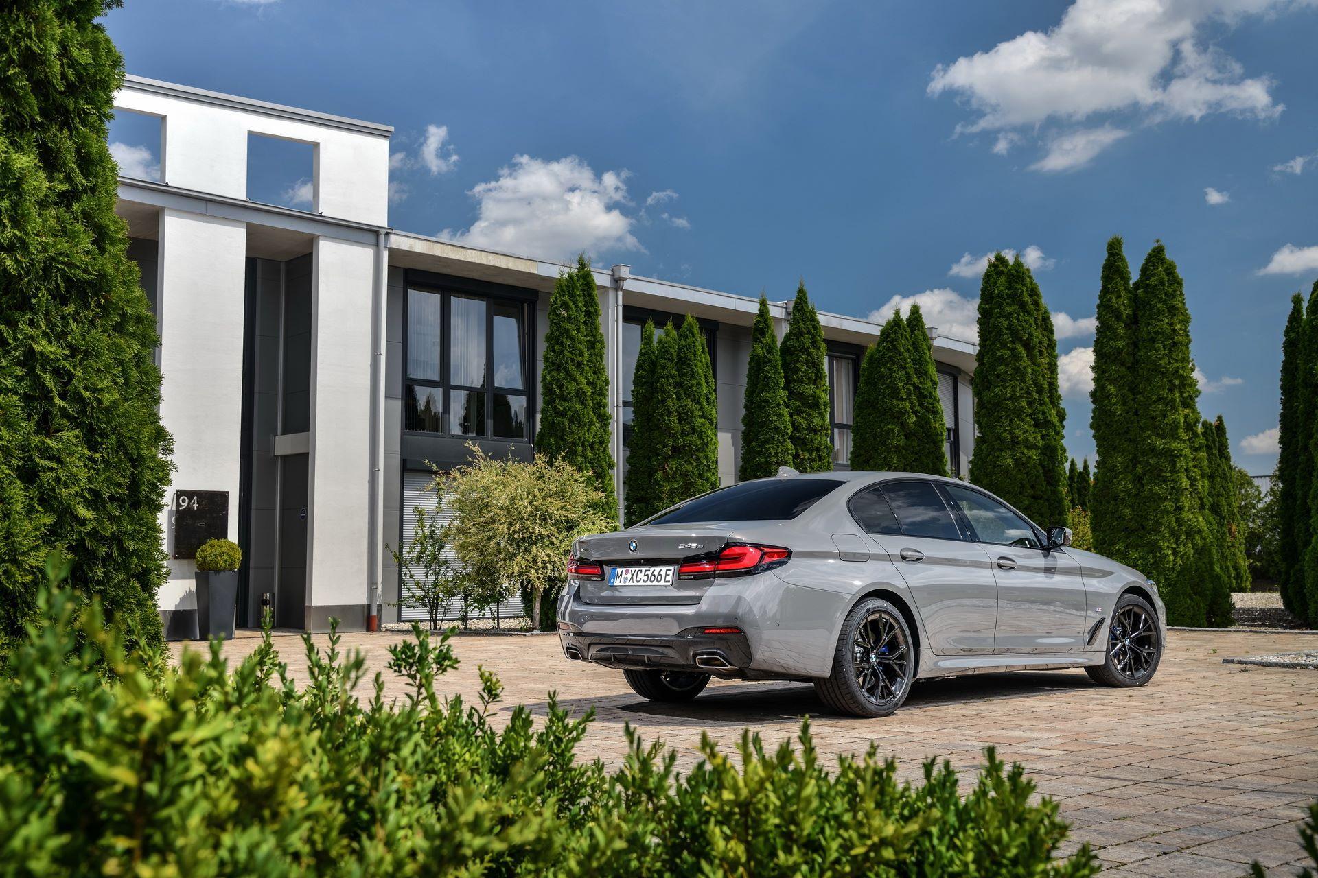 BMW-545e-xDrive-15