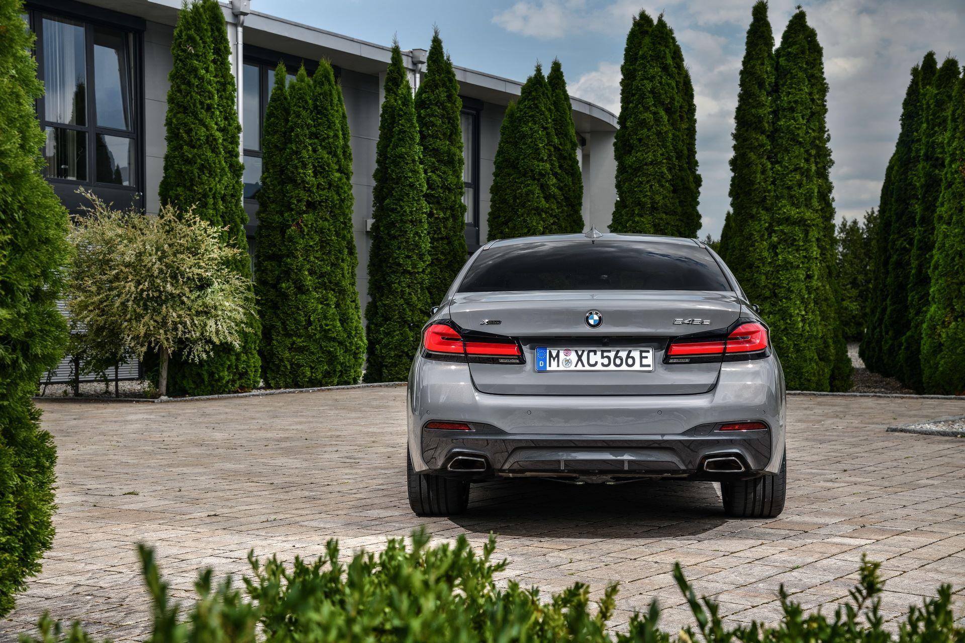 BMW-545e-xDrive-17