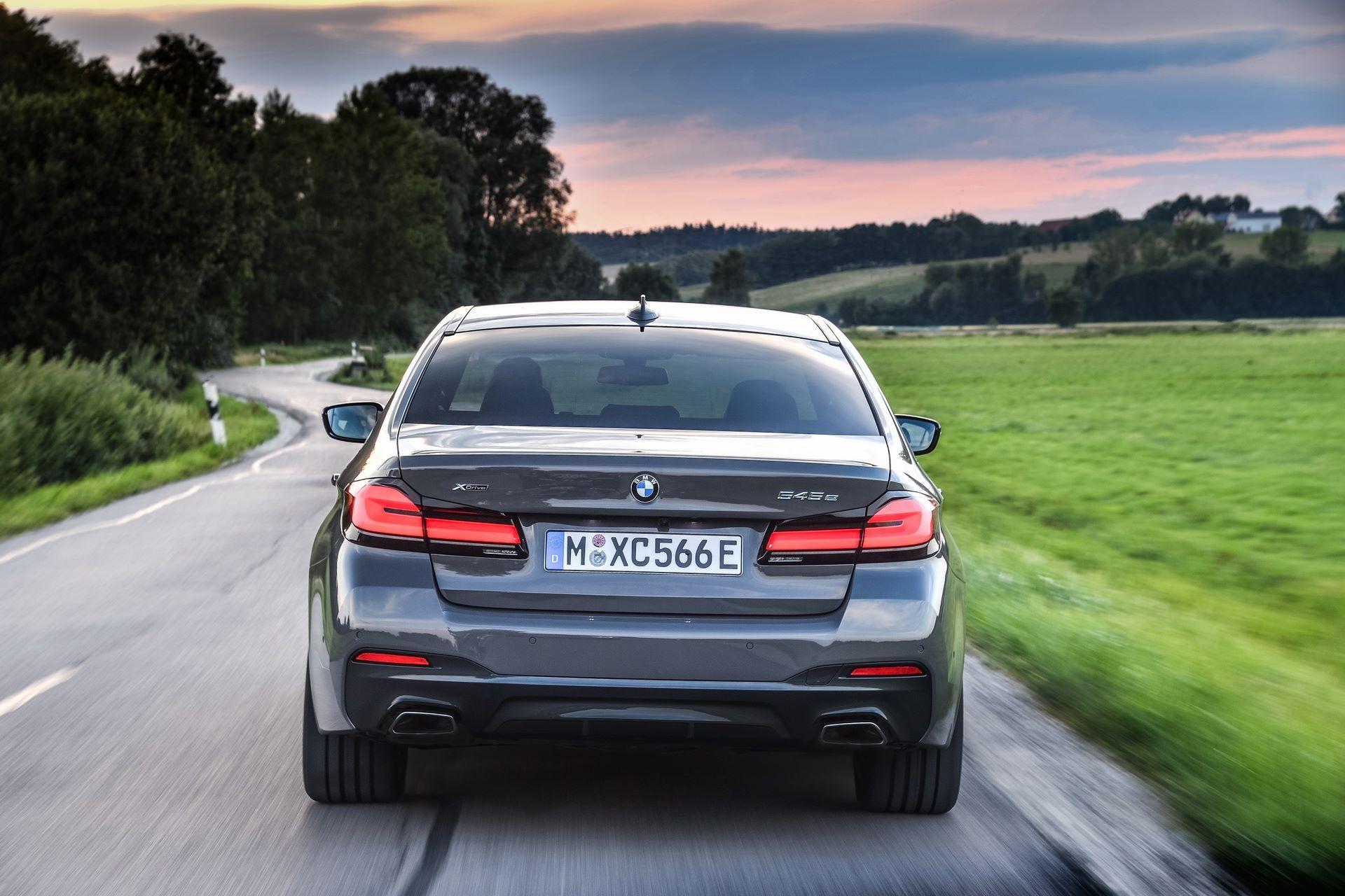 BMW-545e-xDrive-21