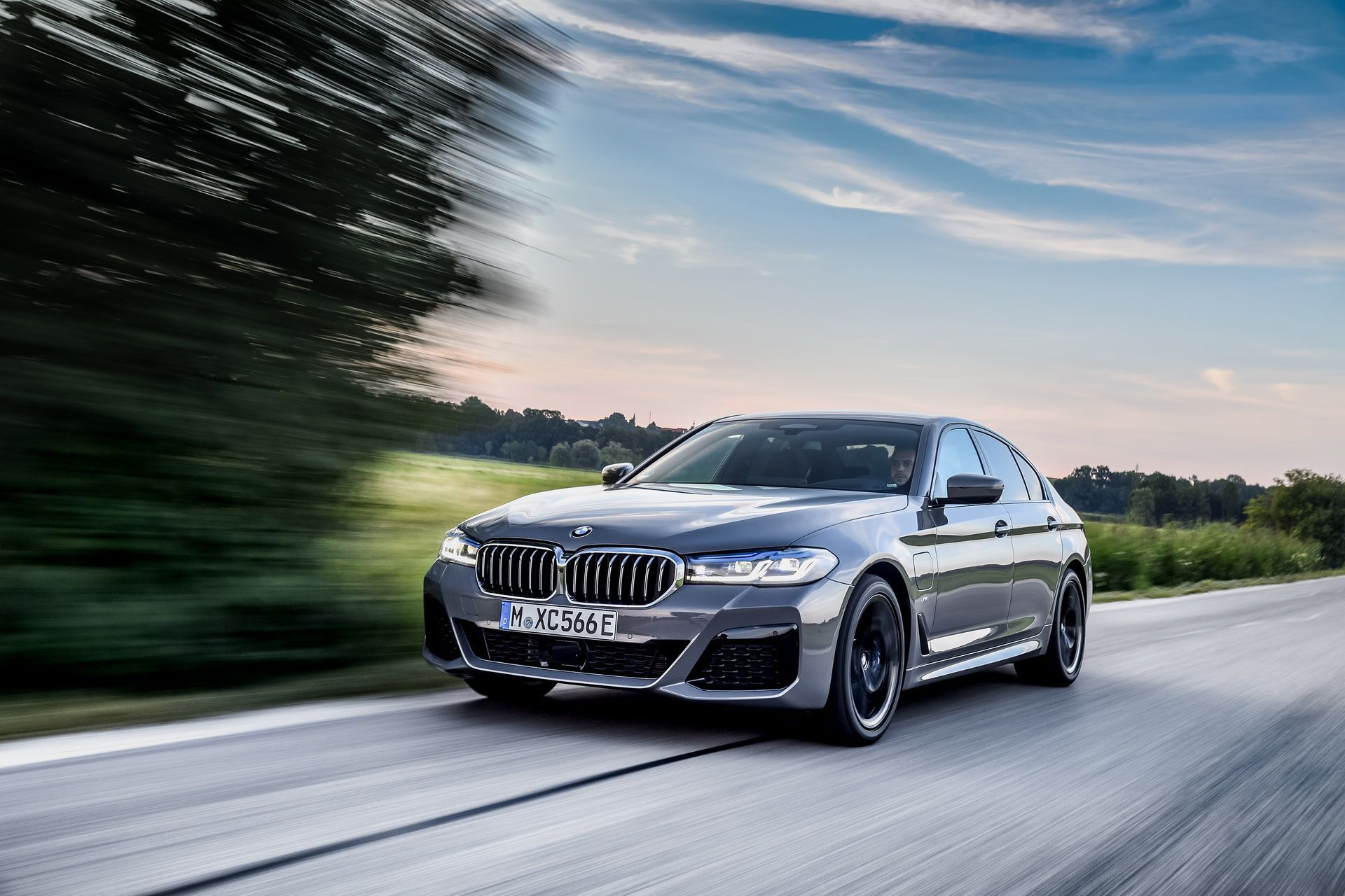 BMW-545e-xDrive-23