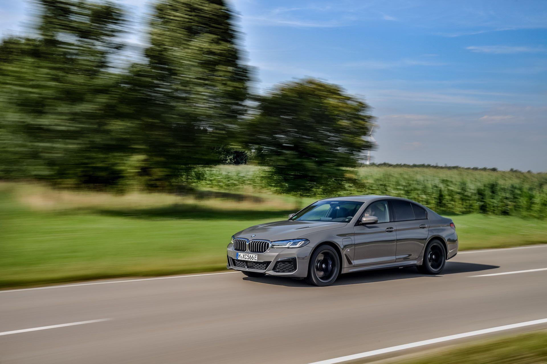 BMW-545e-xDrive-25