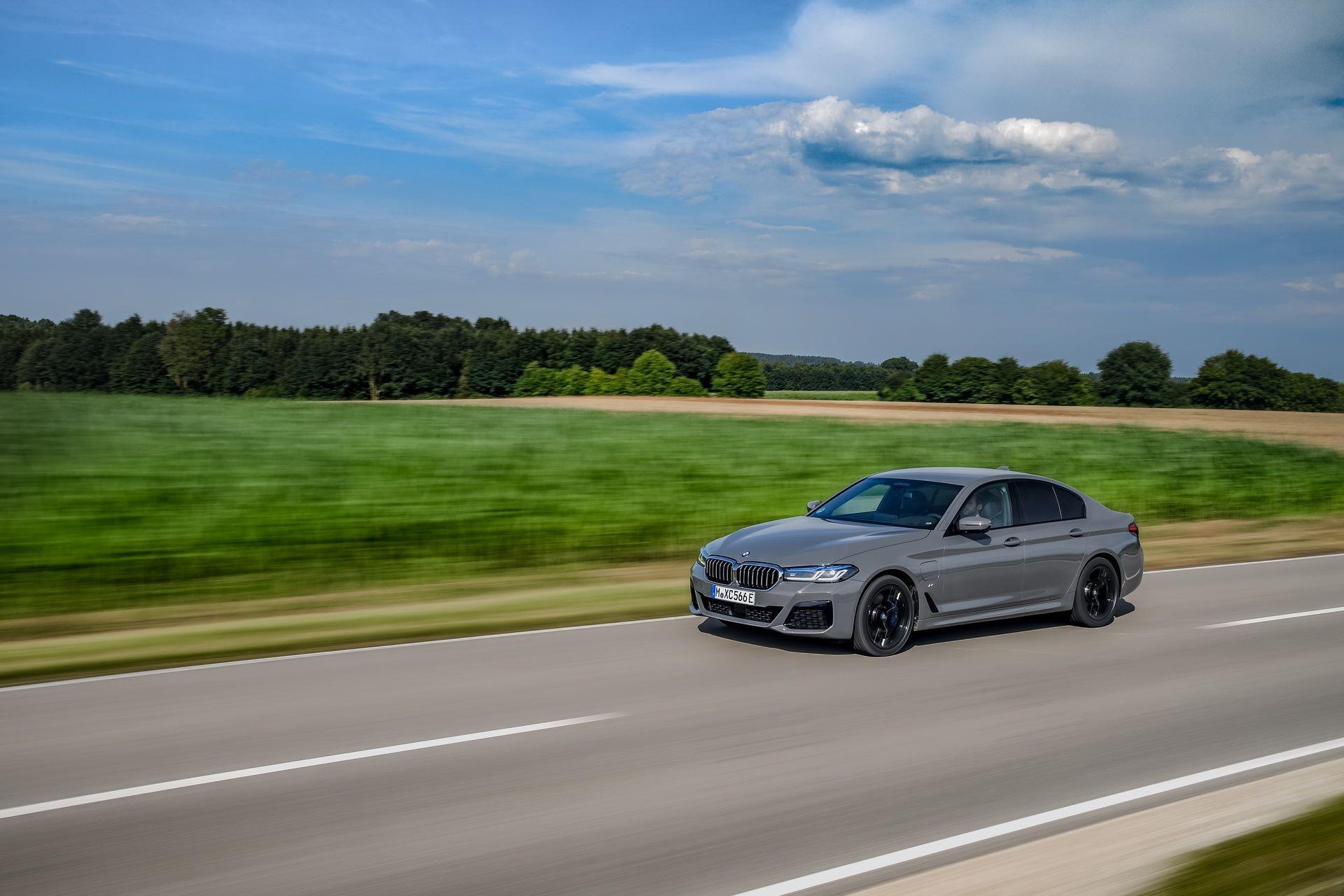 BMW-545e-xDrive-26