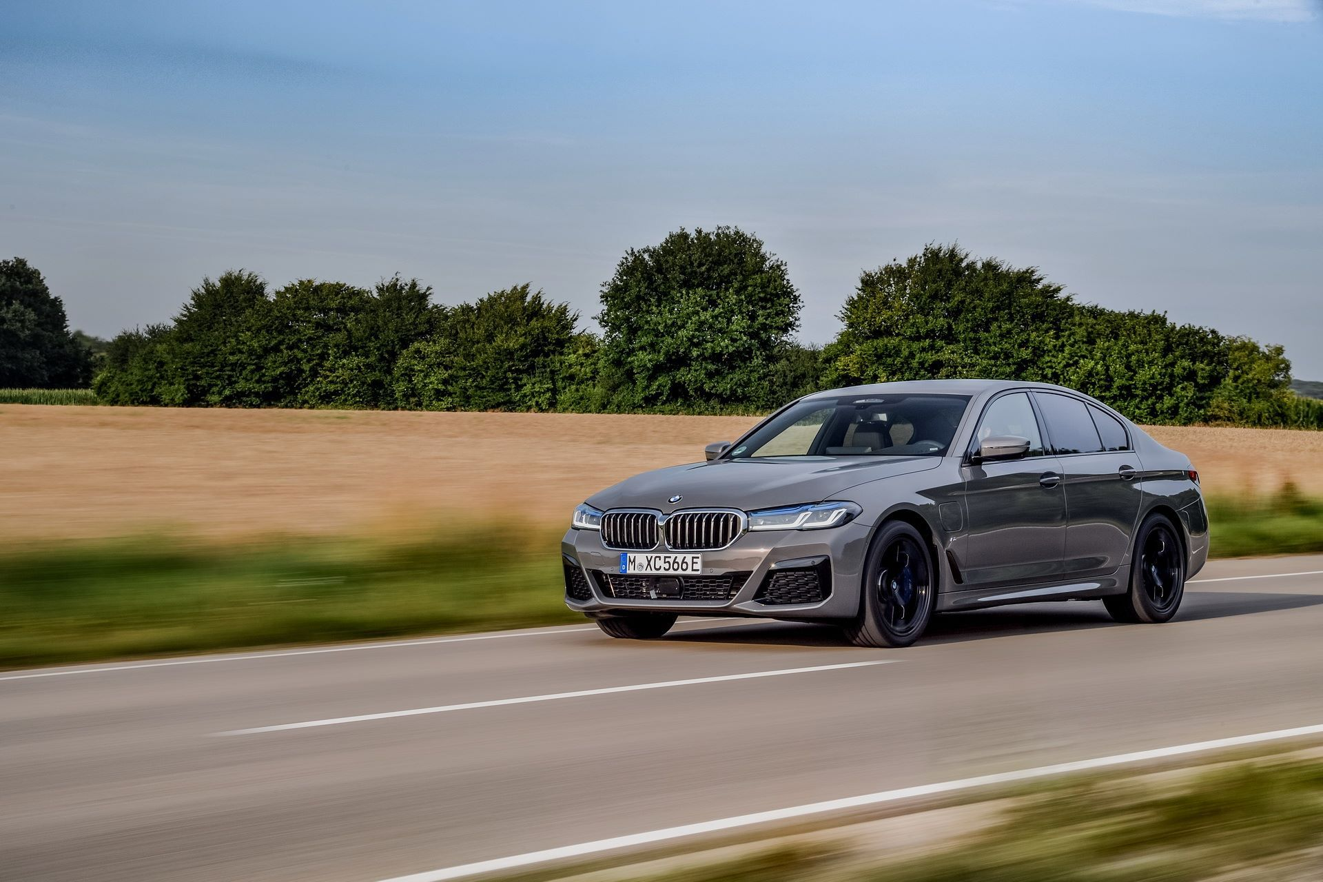 BMW-545e-xDrive-27