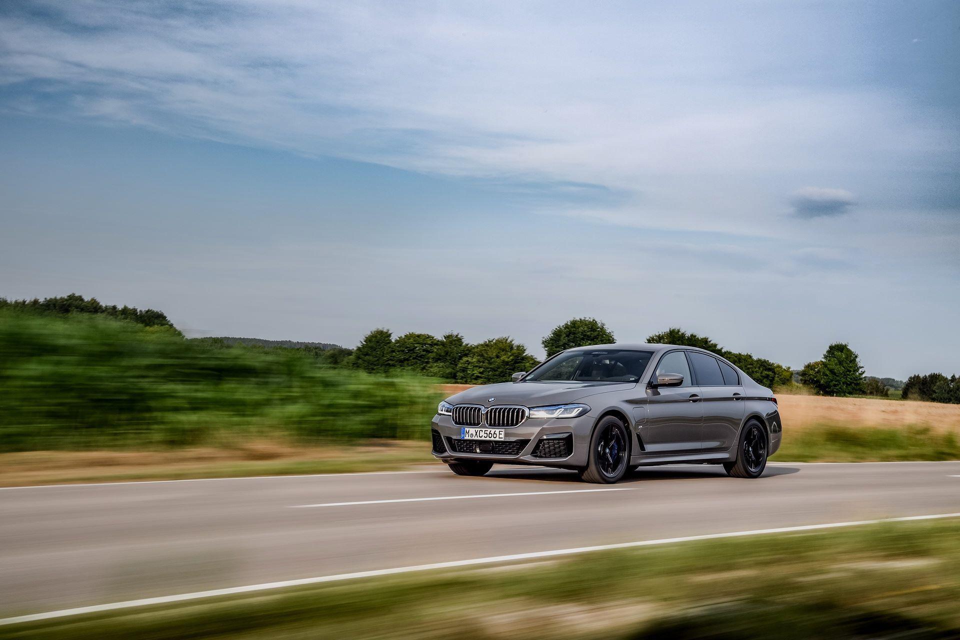 BMW-545e-xDrive-28
