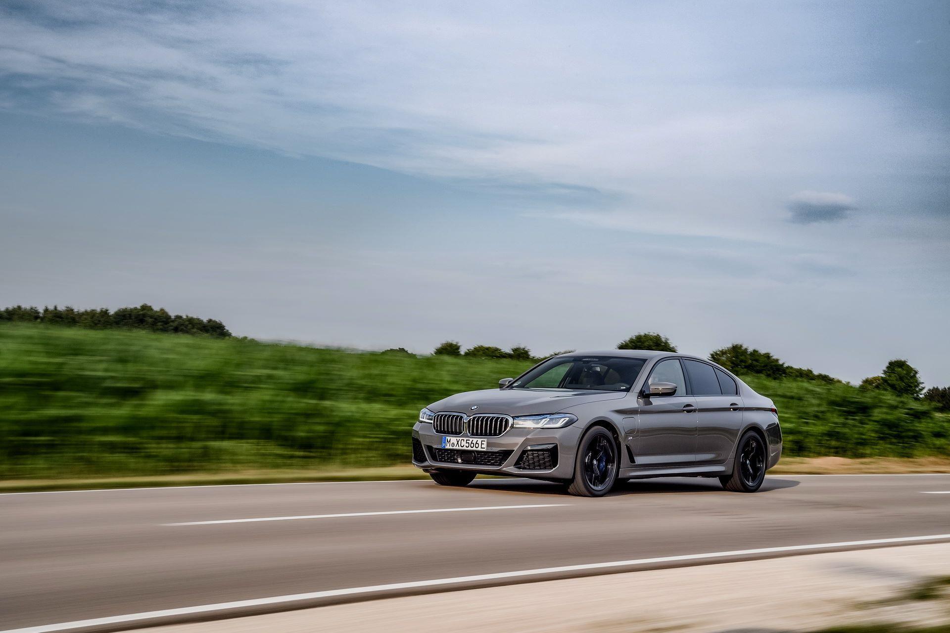 BMW-545e-xDrive-29
