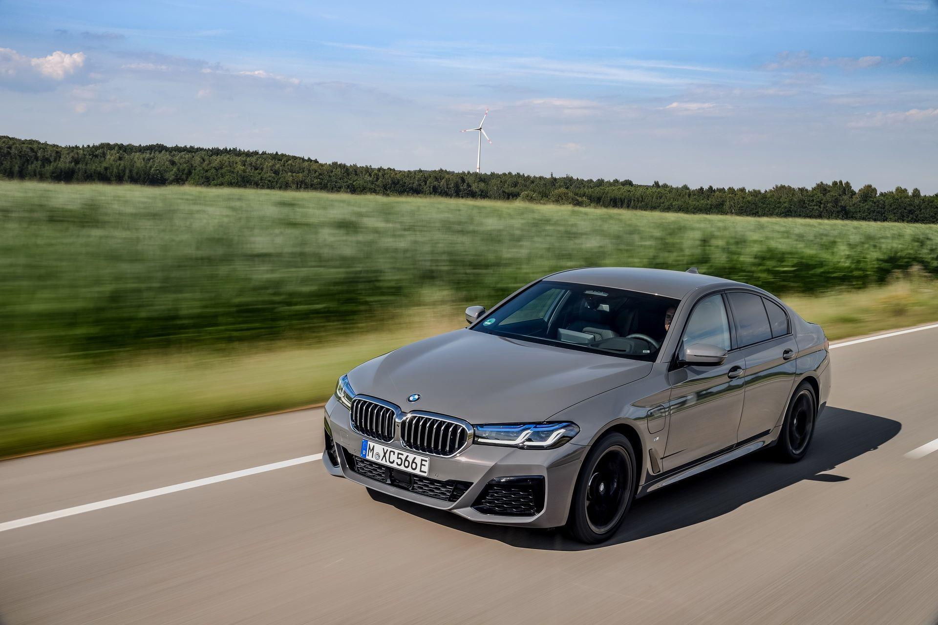BMW-545e-xDrive-30