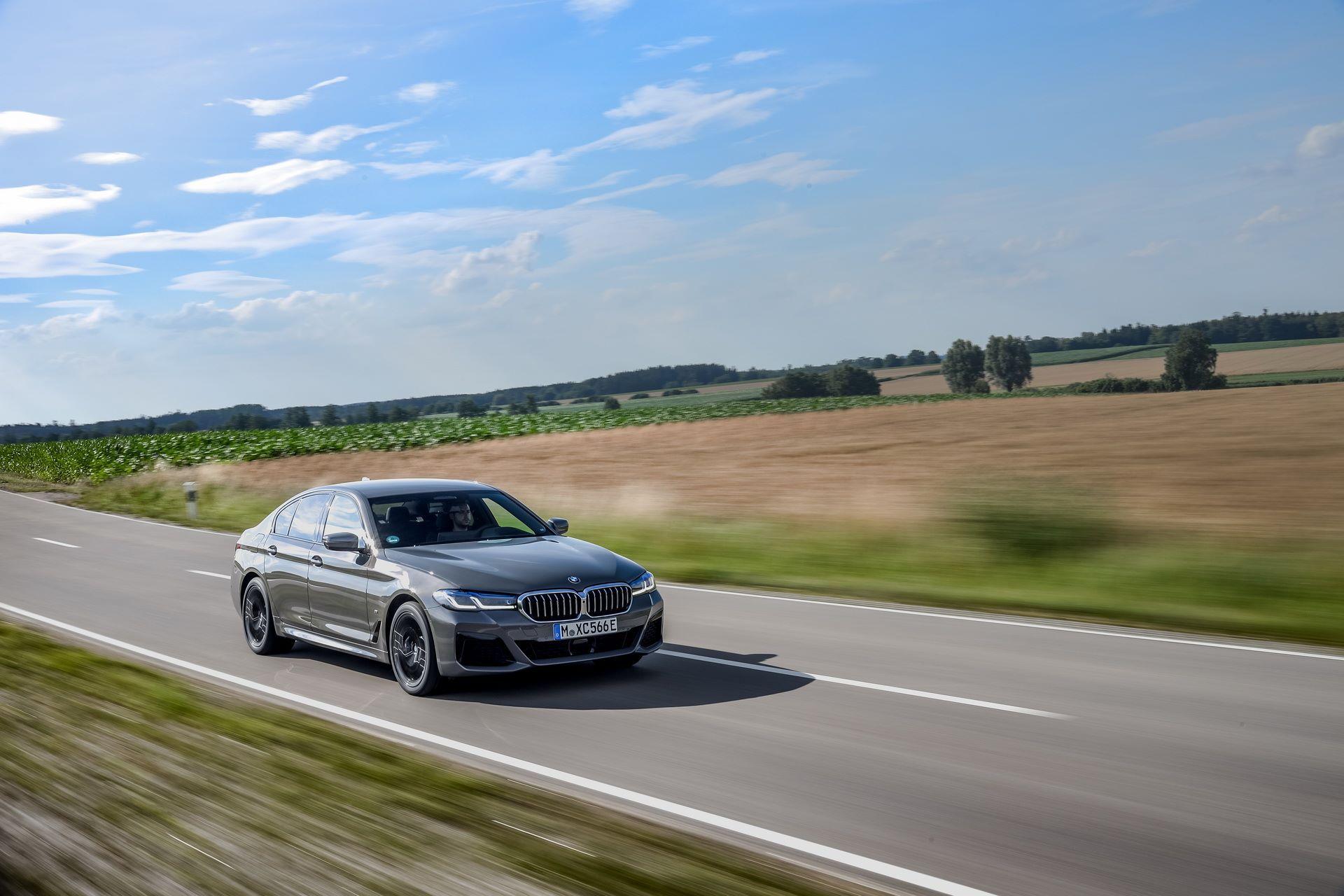 BMW-545e-xDrive-32
