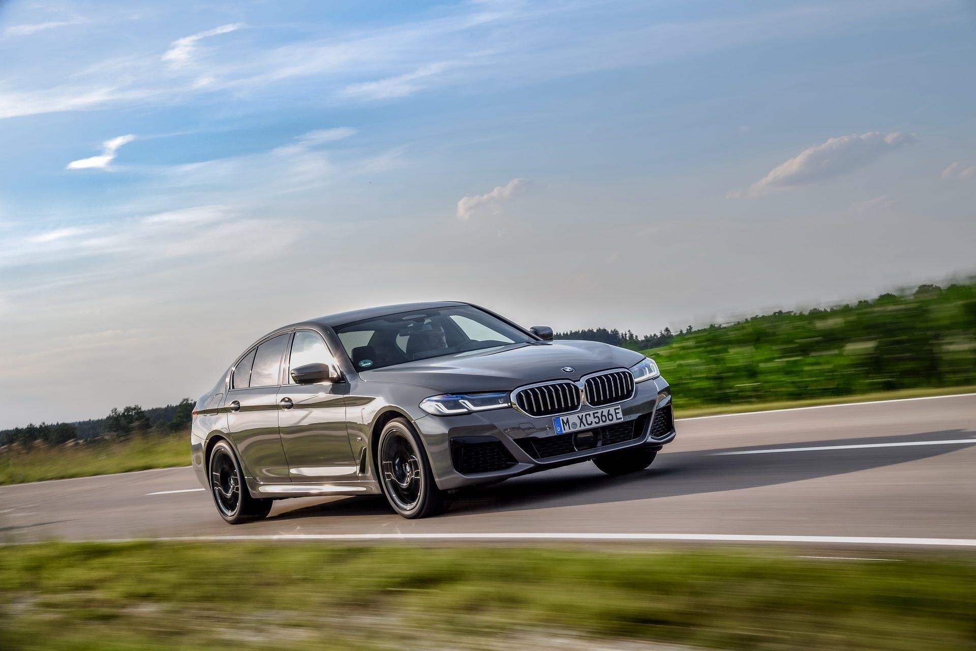 BMW-545e-xDrive-35