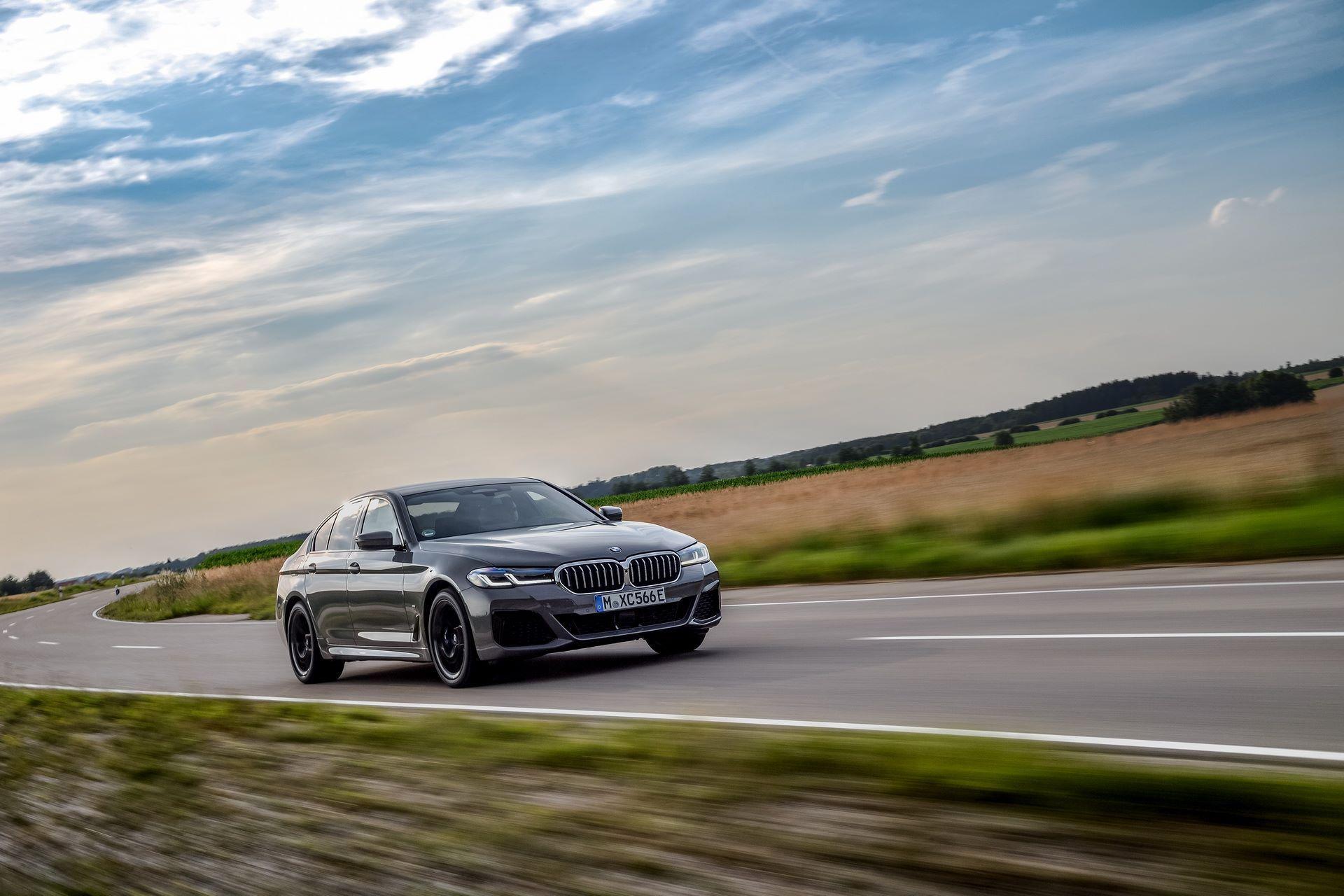 BMW-545e-xDrive-36