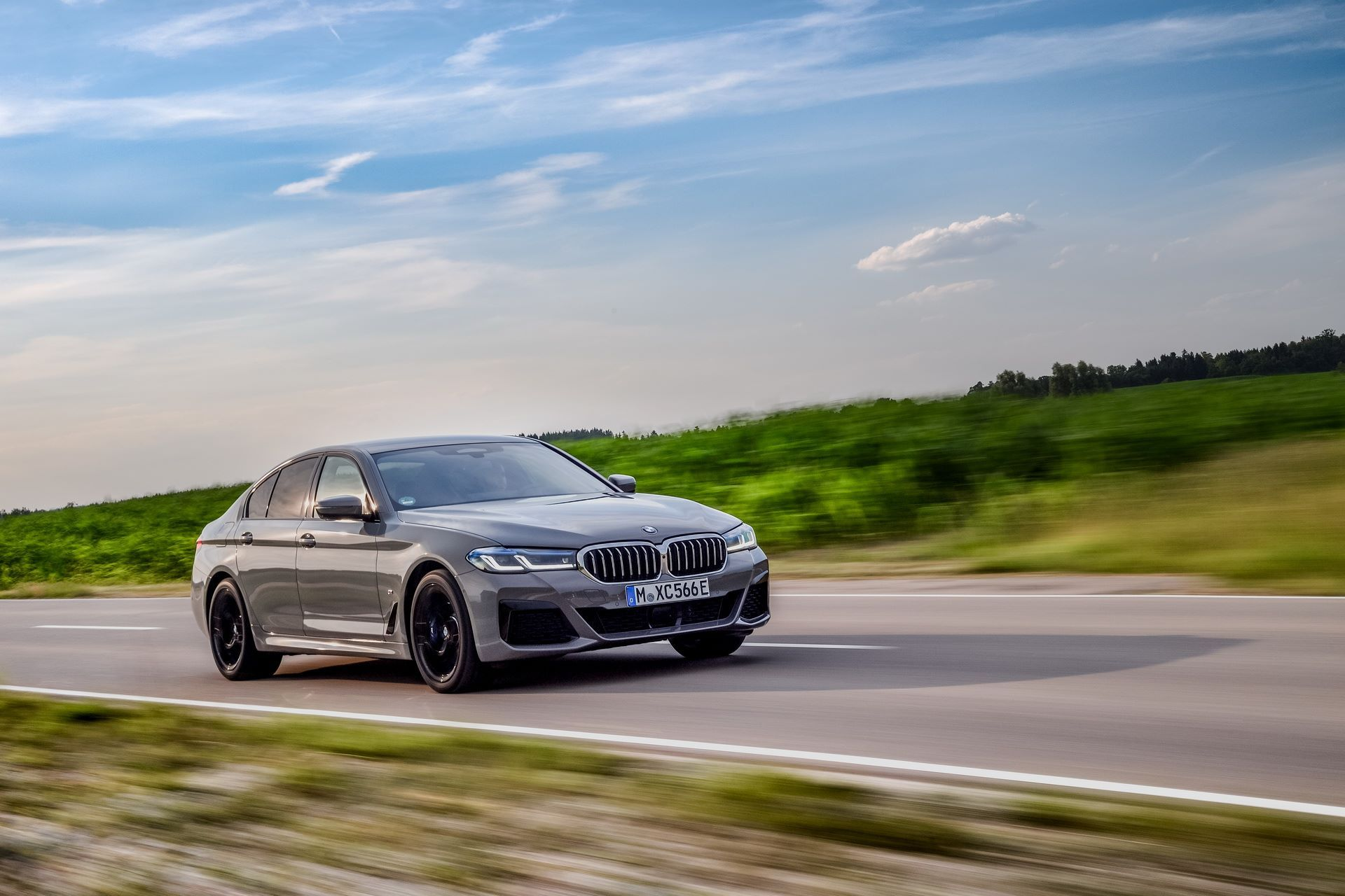 BMW-545e-xDrive-38