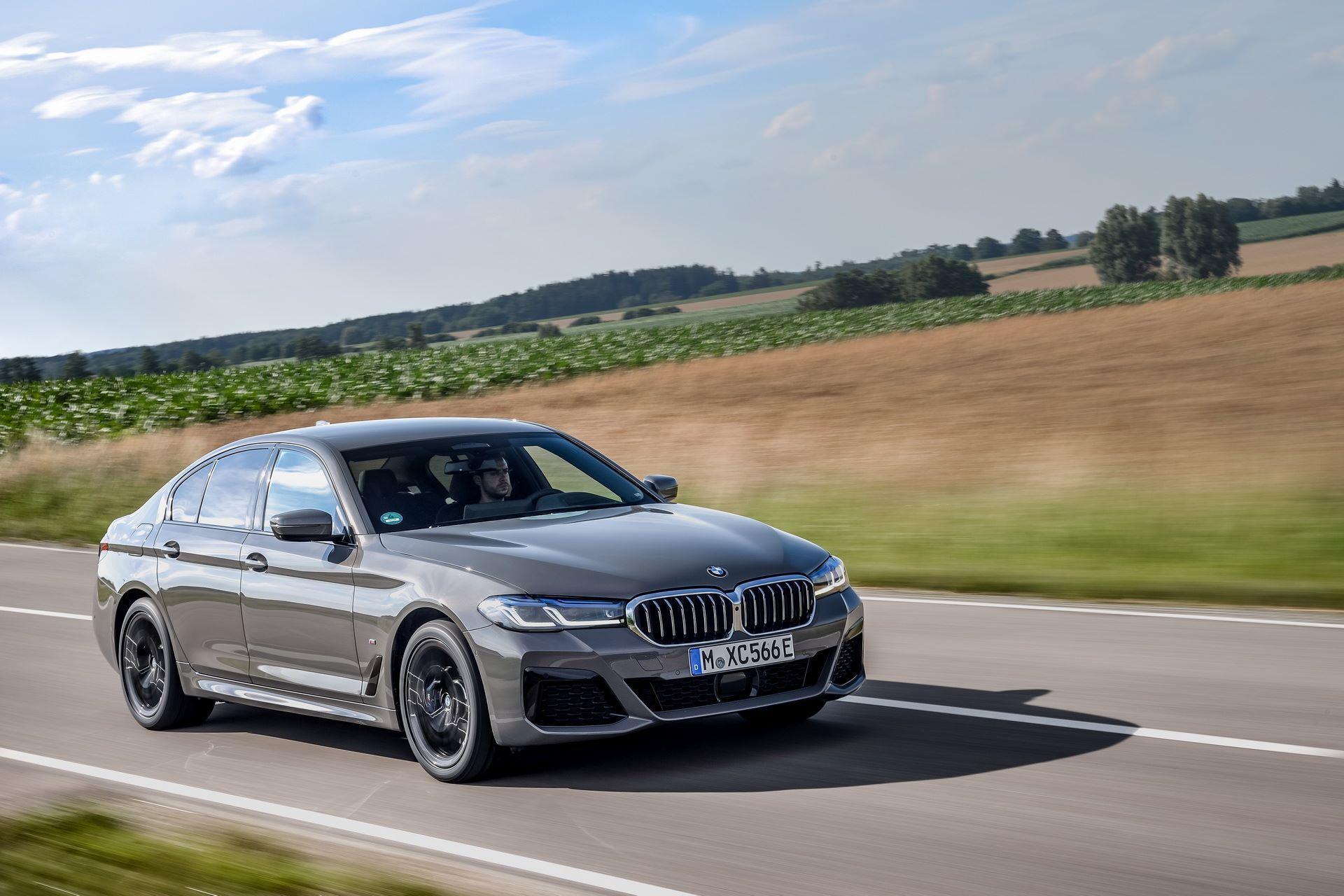 BMW-545e-xDrive-40