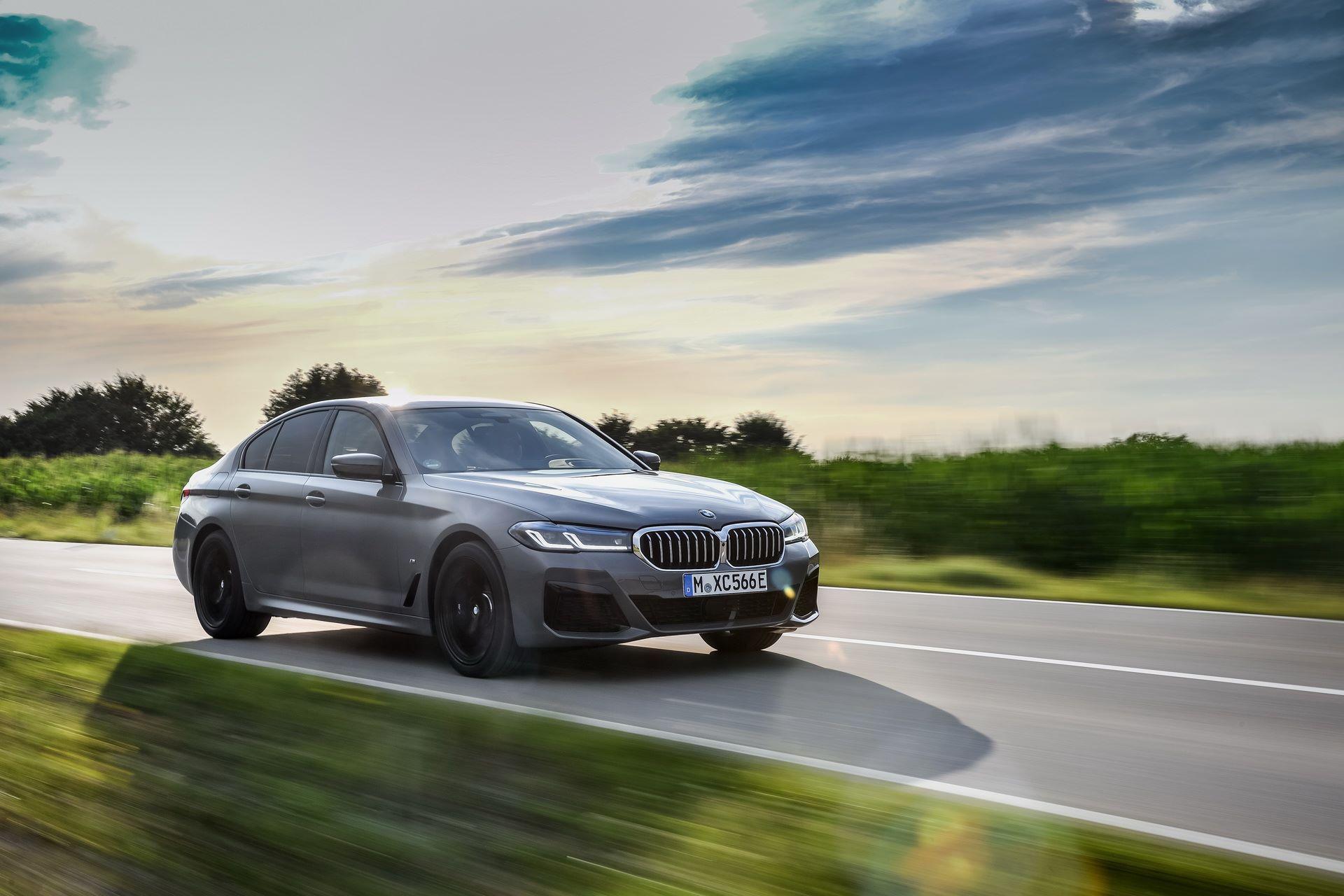 BMW-545e-xDrive-41