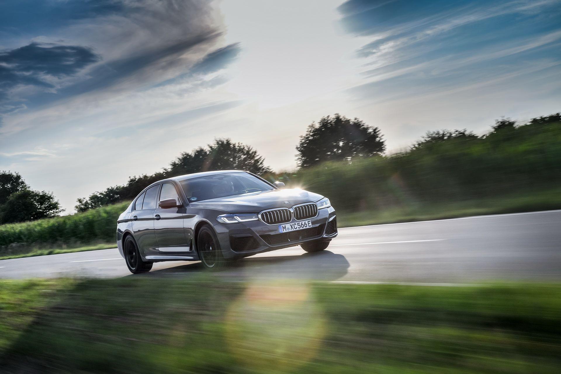 BMW-545e-xDrive-42