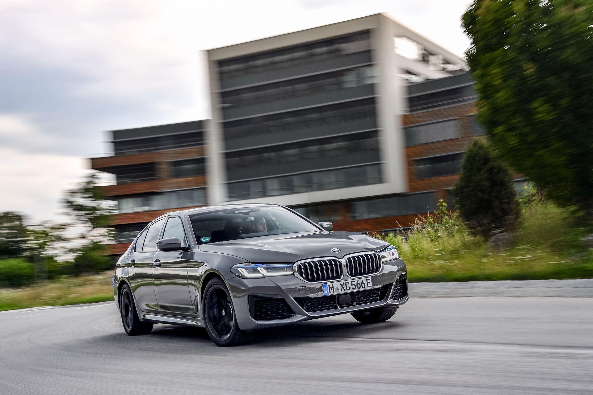 BMW-545e-xDrive-44