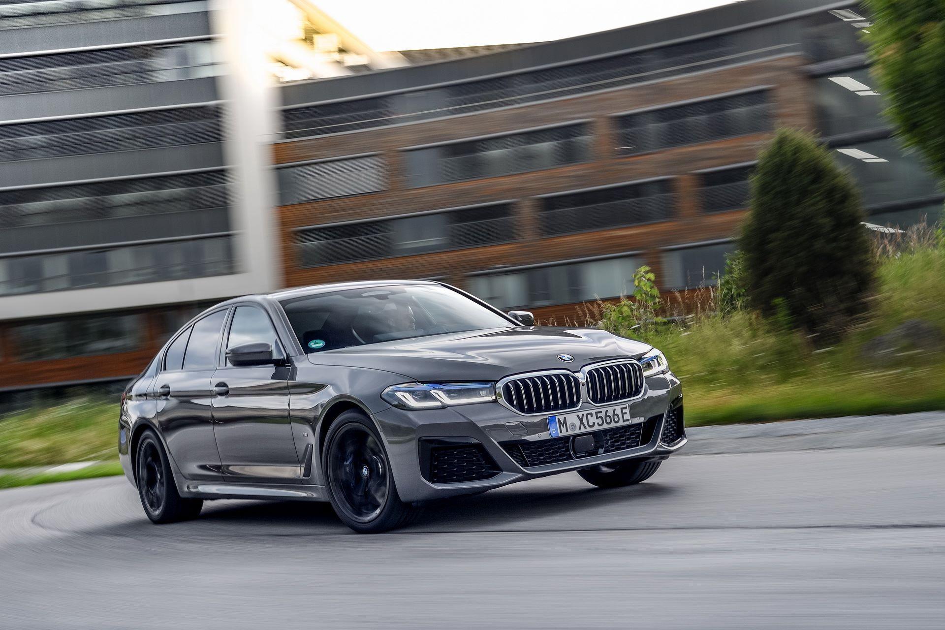 BMW-545e-xDrive-45