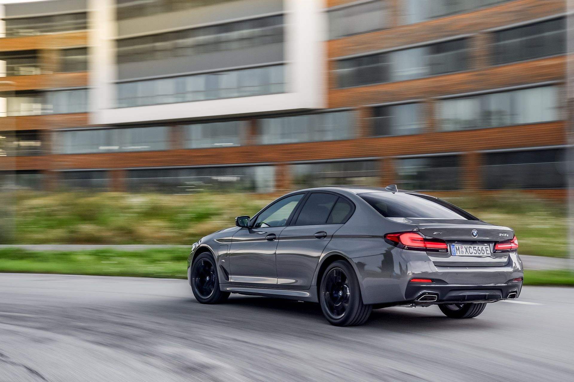 BMW-545e-xDrive-46