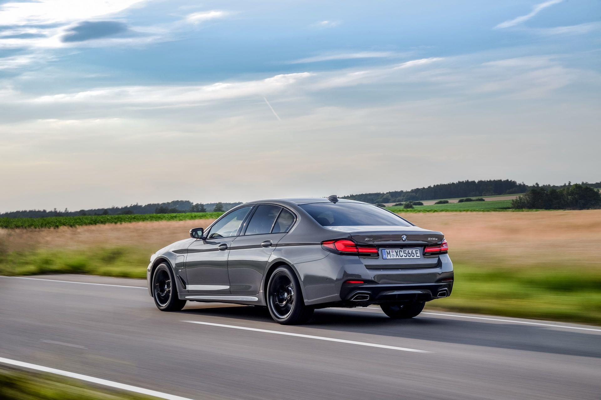 BMW-545e-xDrive-48