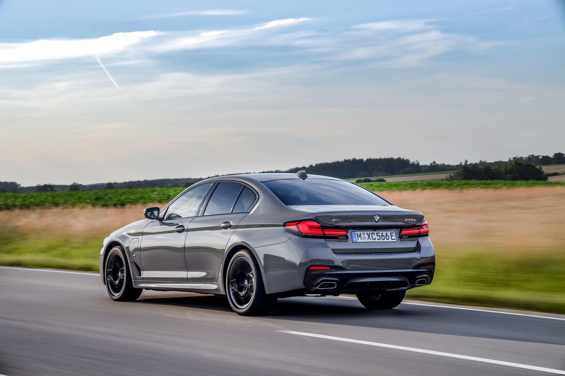 BMW-545e-xDrive-49