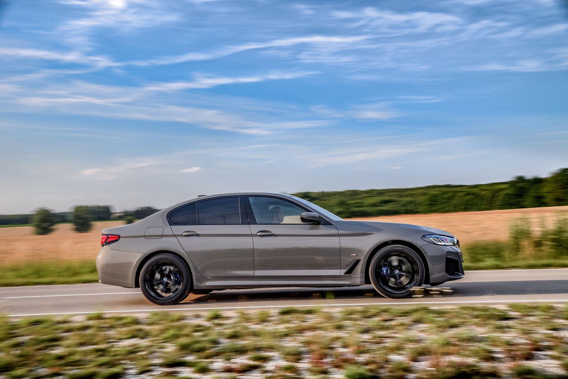 BMW-545e-xDrive-51