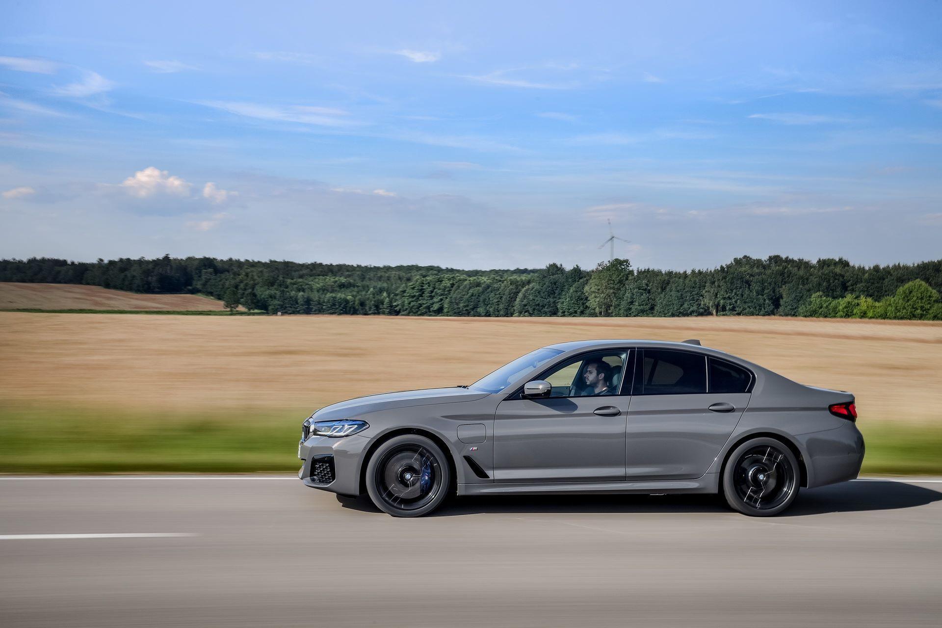 BMW-545e-xDrive-53