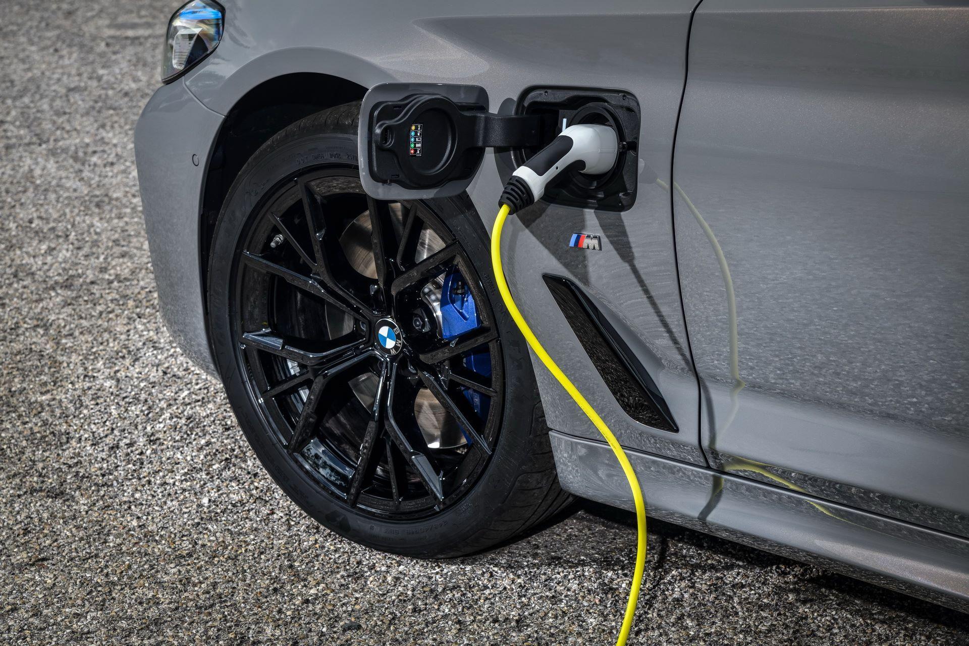 BMW-545e-xDrive-54