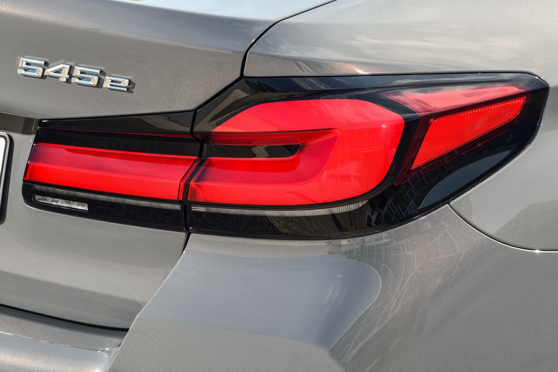 BMW-545e-xDrive-56