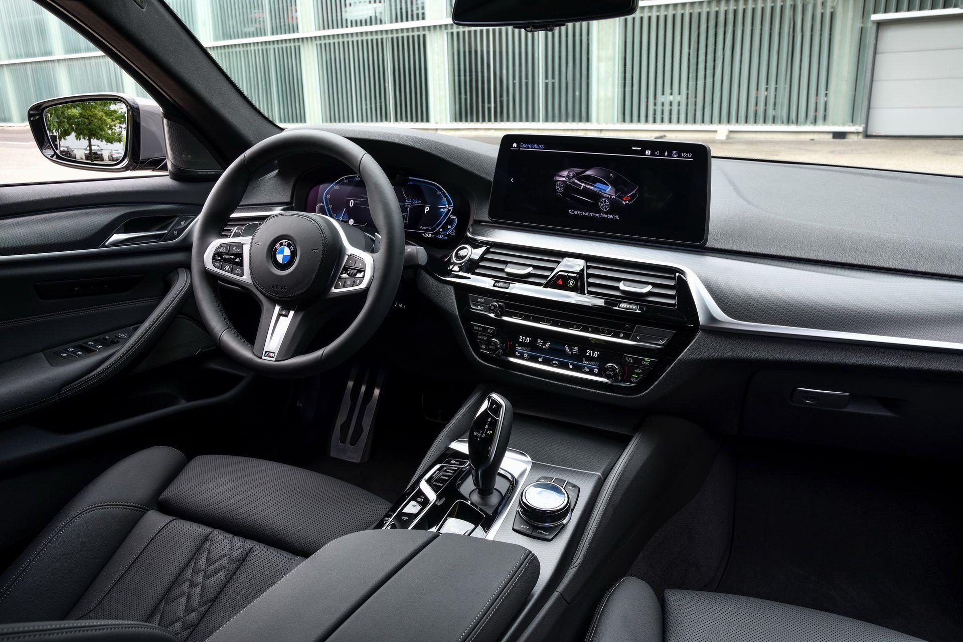 BMW-545e-xDrive-58
