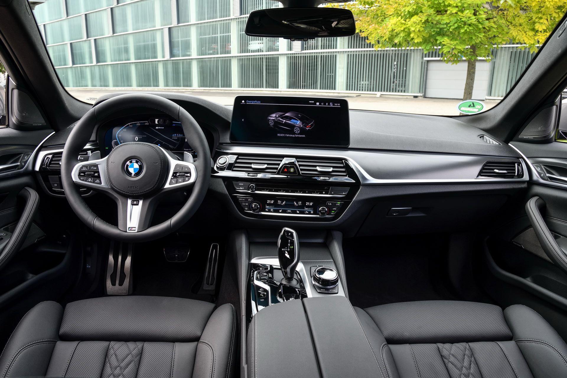 BMW-545e-xDrive-59