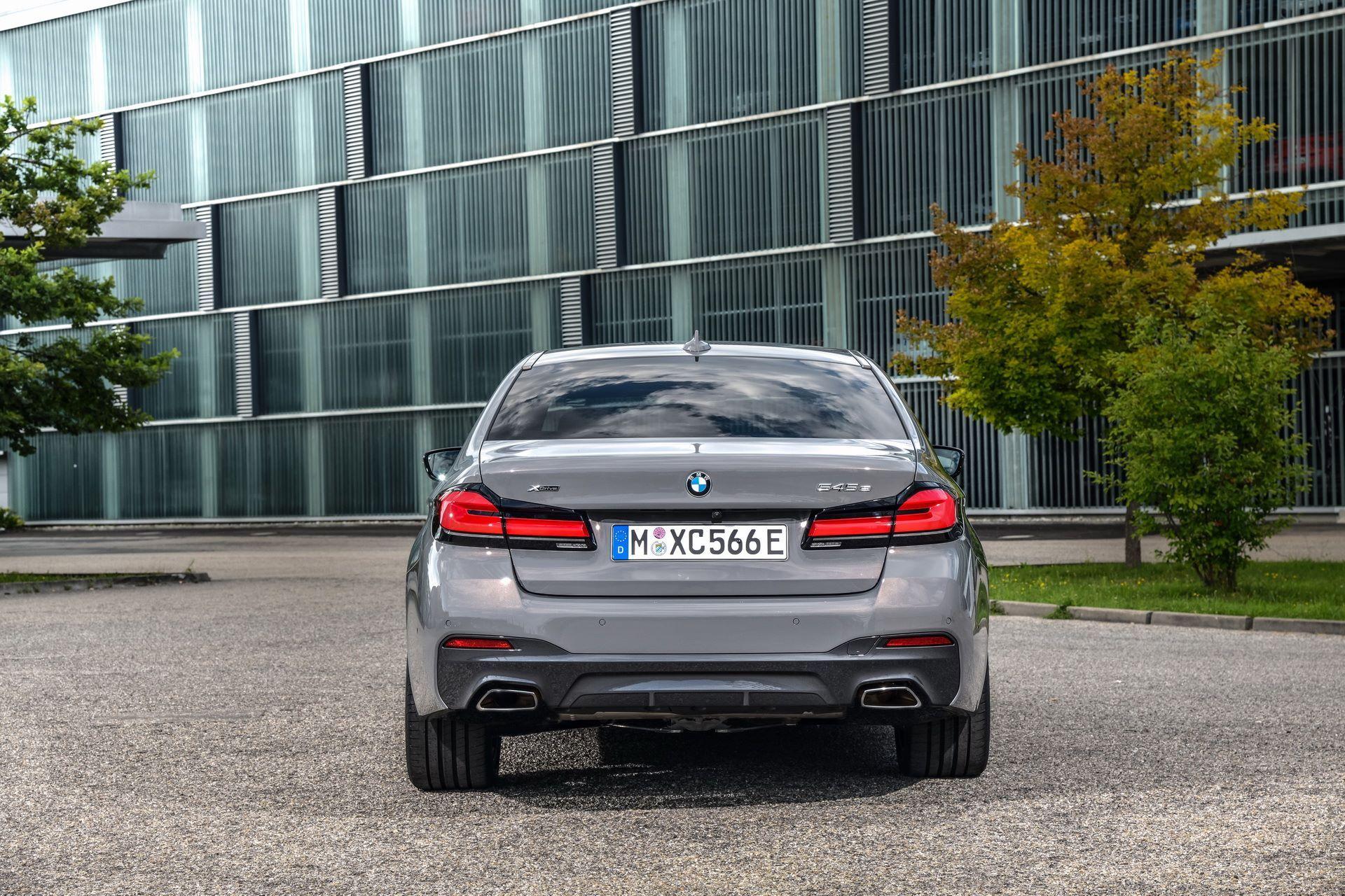 BMW-545e-xDrive-8