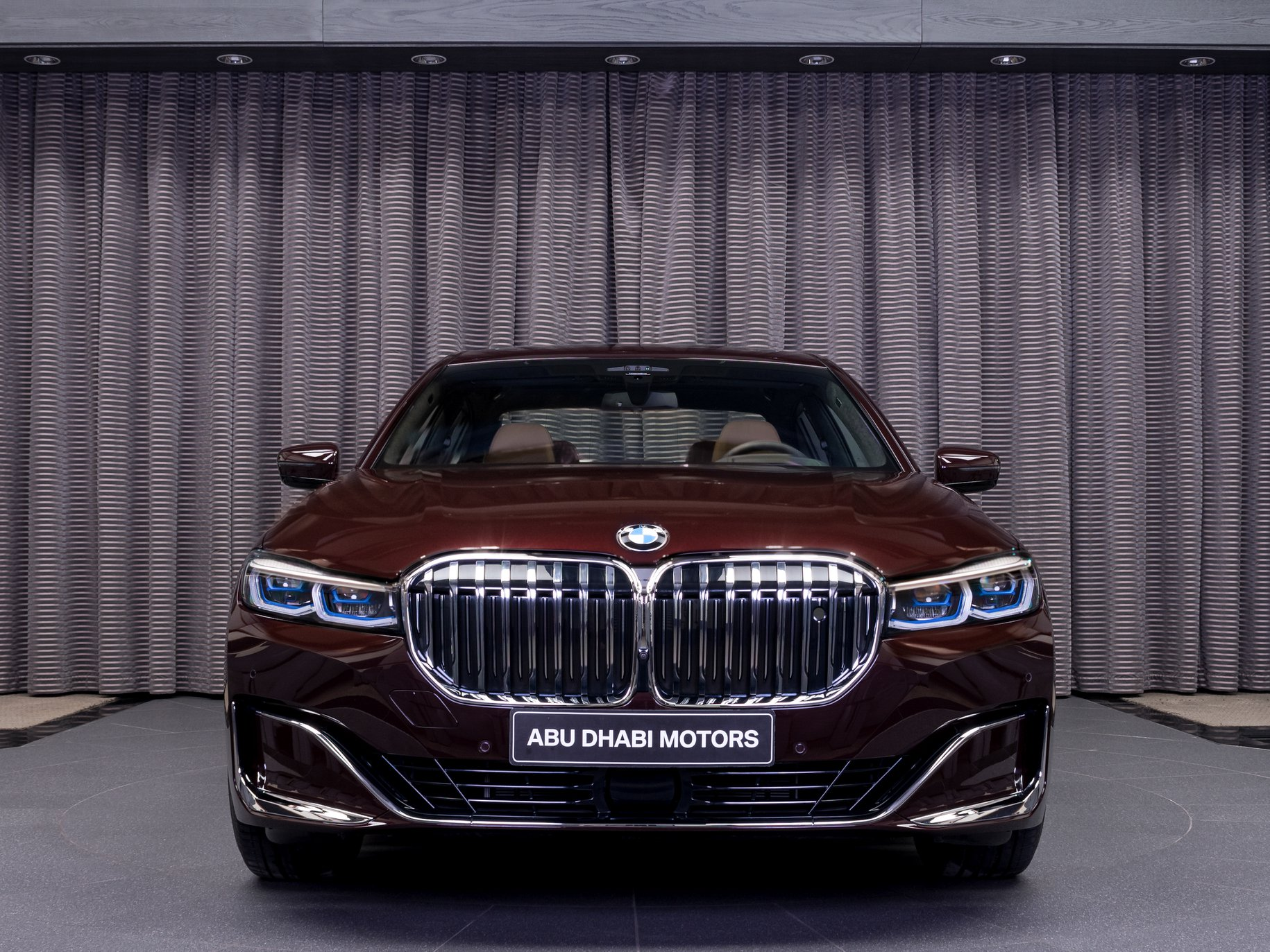 2020_BMW_750Li_Royal_Burgundy_Red_0000
