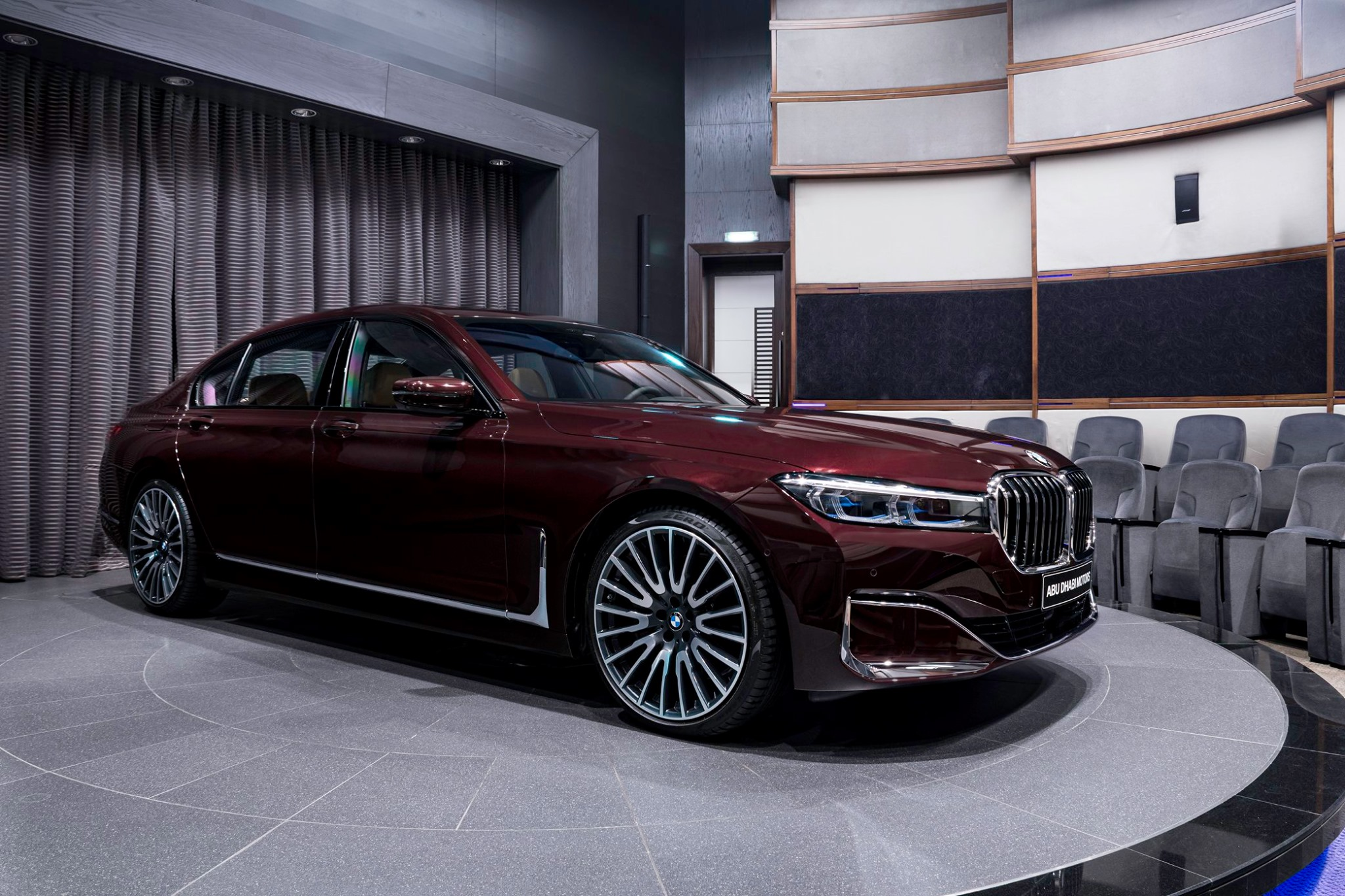 2020_BMW_750Li_Royal_Burgundy_Red_0002
