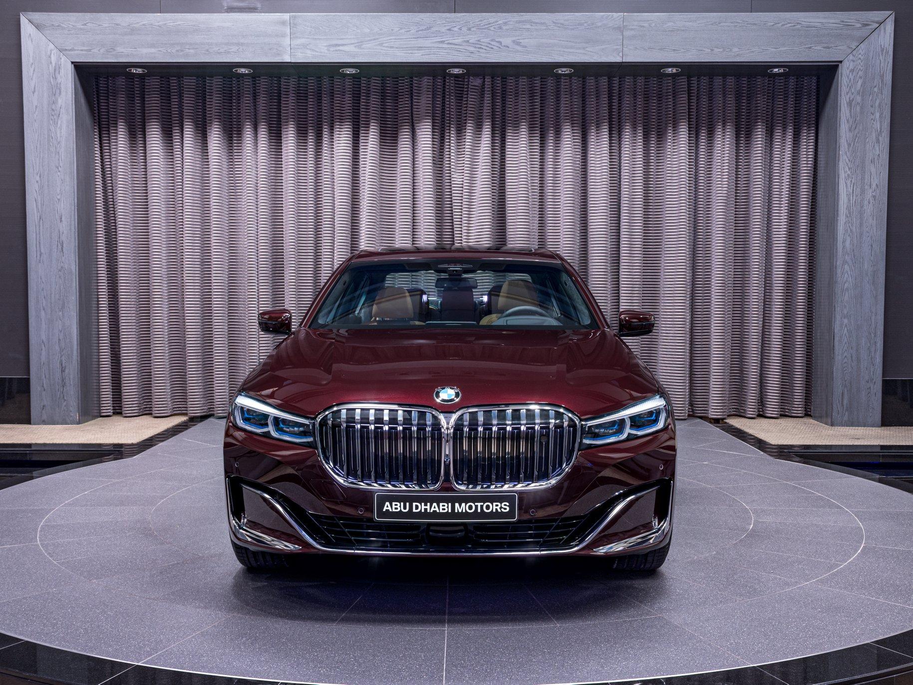 2020_BMW_750Li_Royal_Burgundy_Red_0003