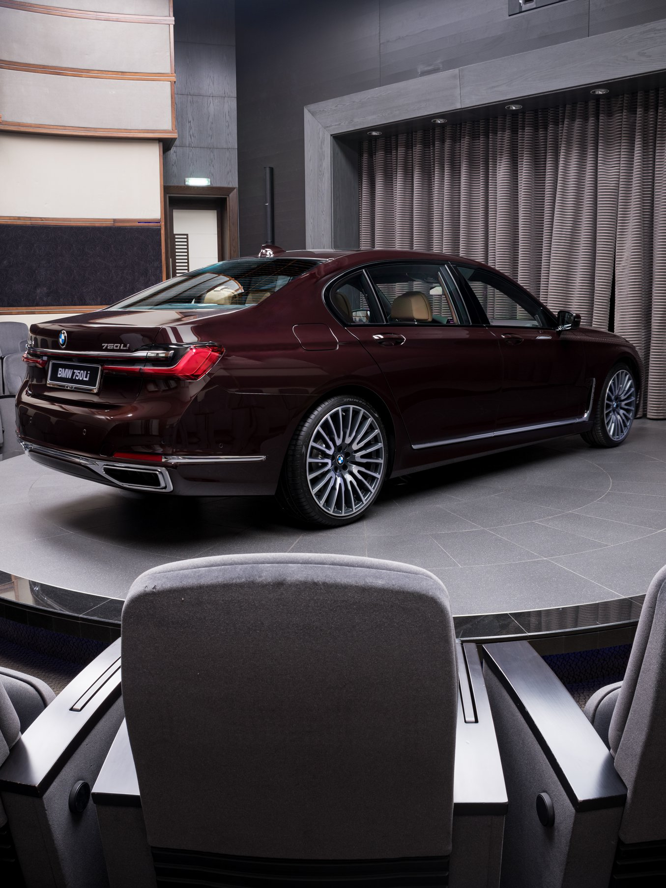 2020_BMW_750Li_Royal_Burgundy_Red_0005