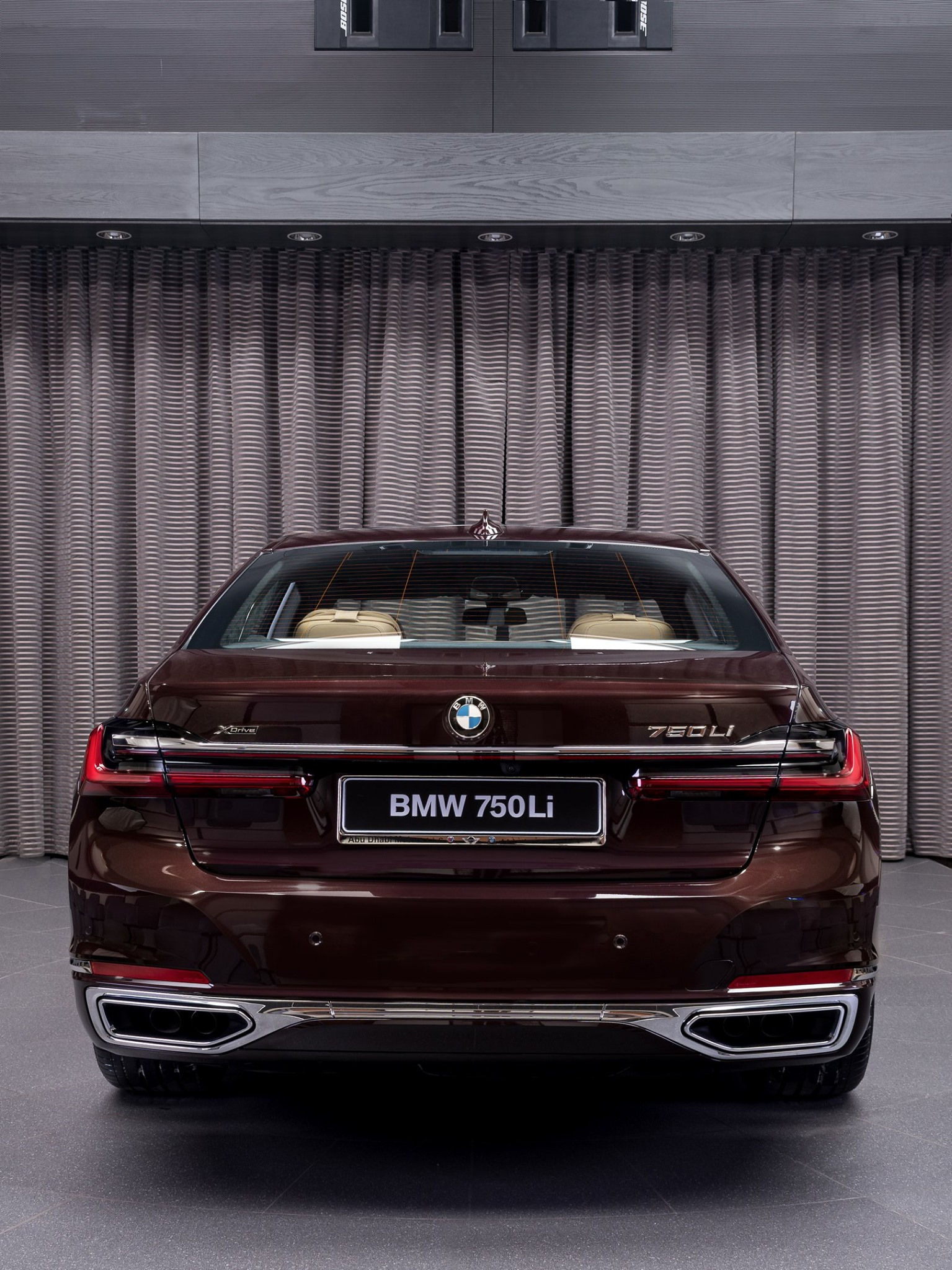 2020_BMW_750Li_Royal_Burgundy_Red_0006