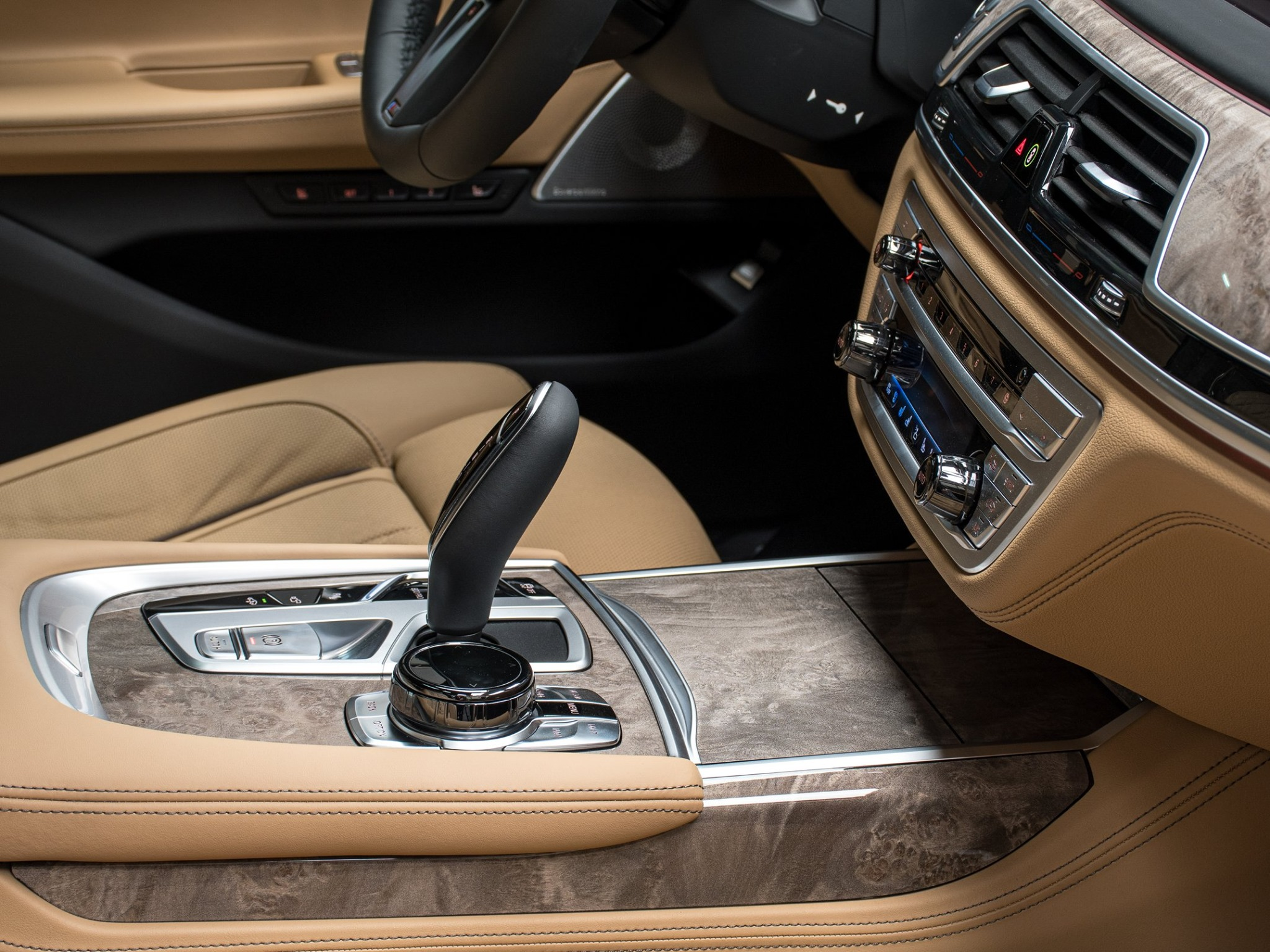 2020_BMW_750Li_Royal_Burgundy_Red_0011