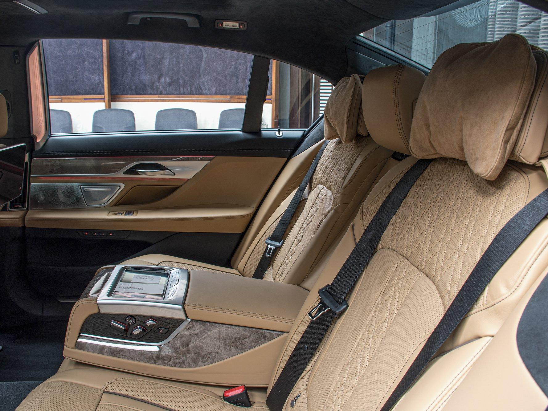 2020_BMW_750Li_Royal_Burgundy_Red_0017