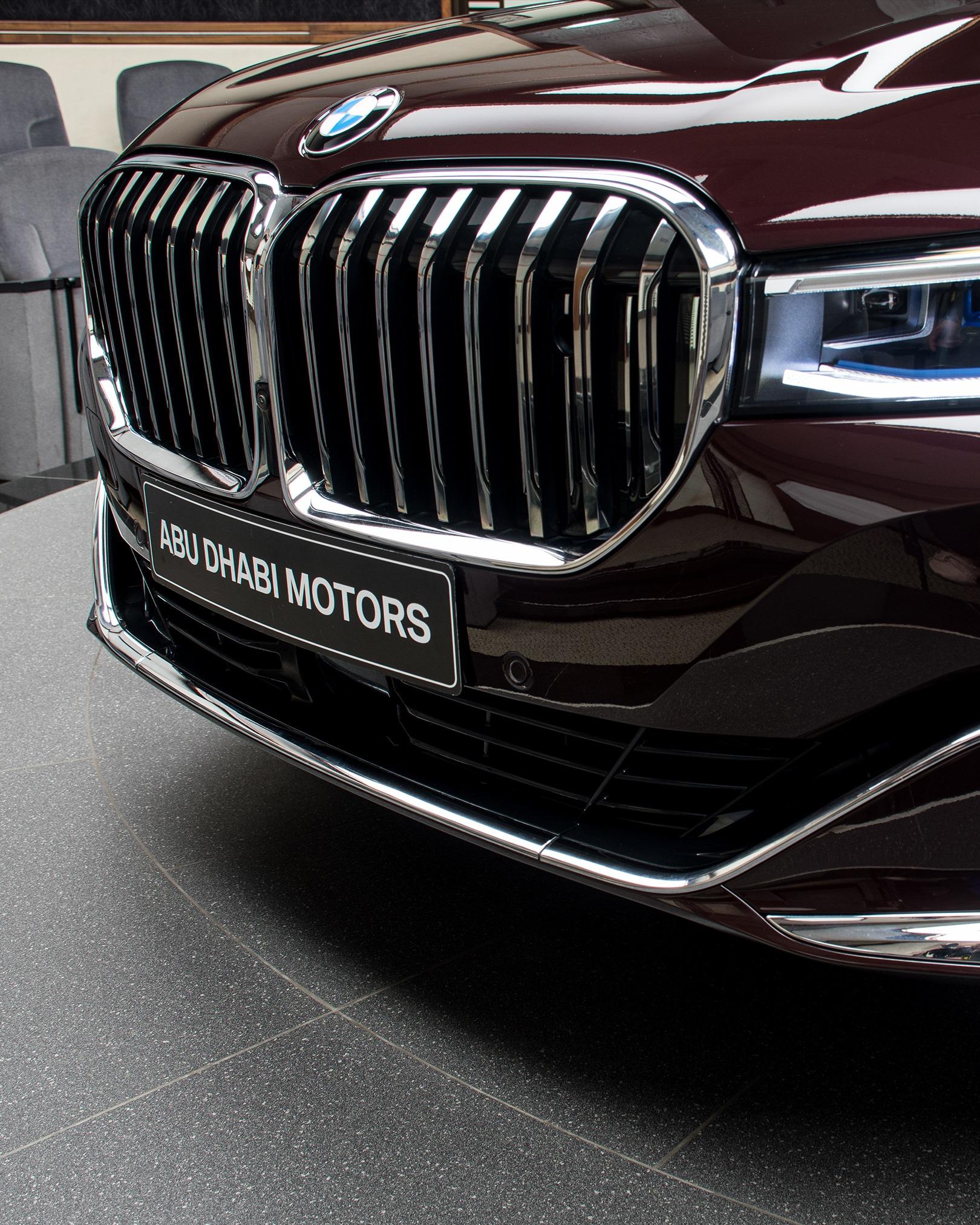 2020_BMW_750Li_Royal_Burgundy_Red_0020