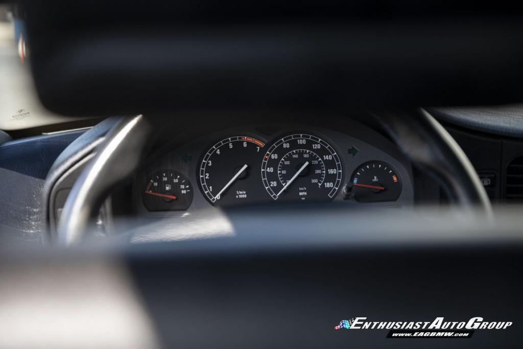 BMW-850CSi-7