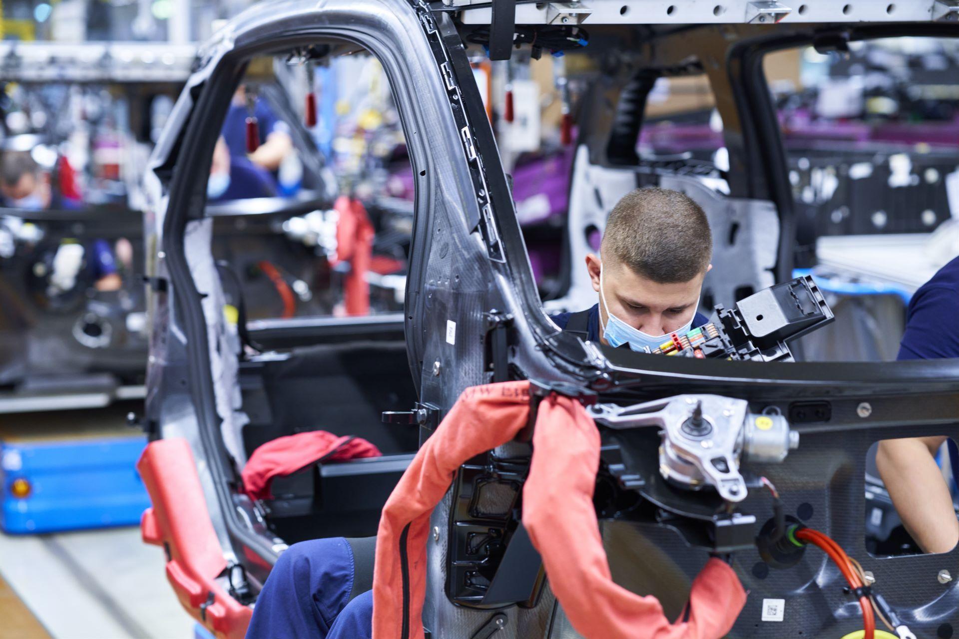 BMW-i8-plant-production-12