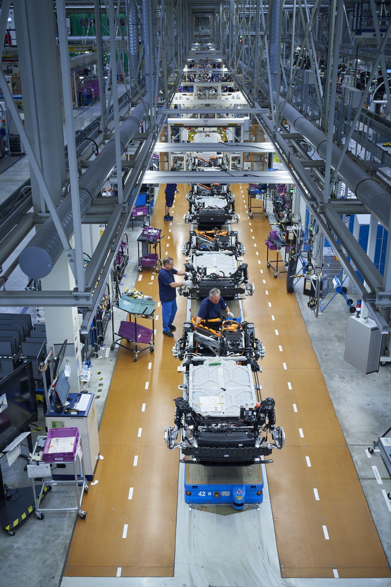 BMW-i8-plant-production-71