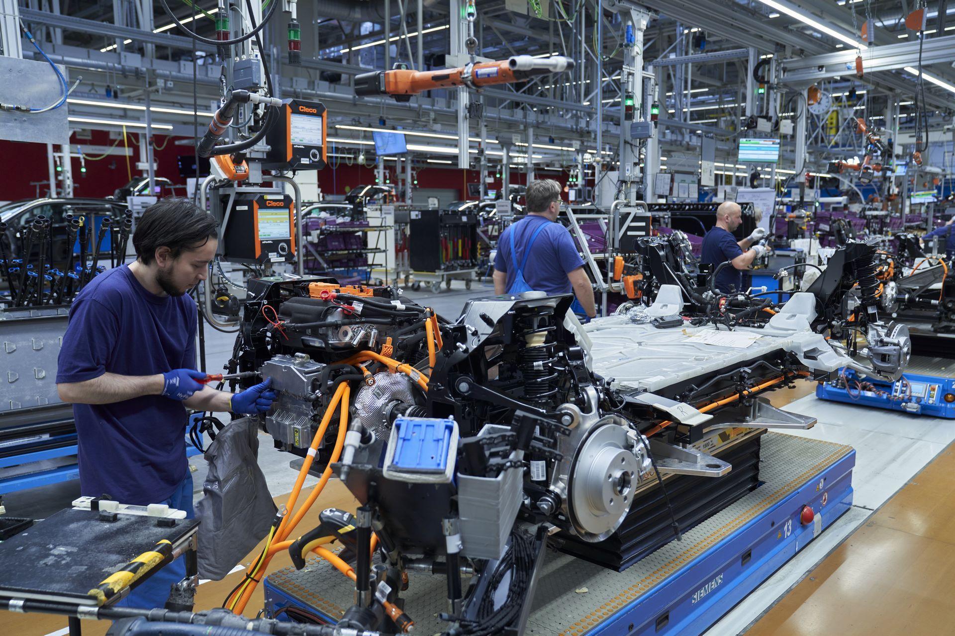 BMW-i8-plant-production-72