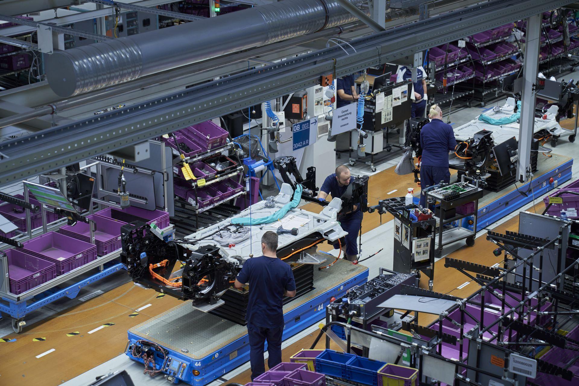 BMW-i8-plant-production-75