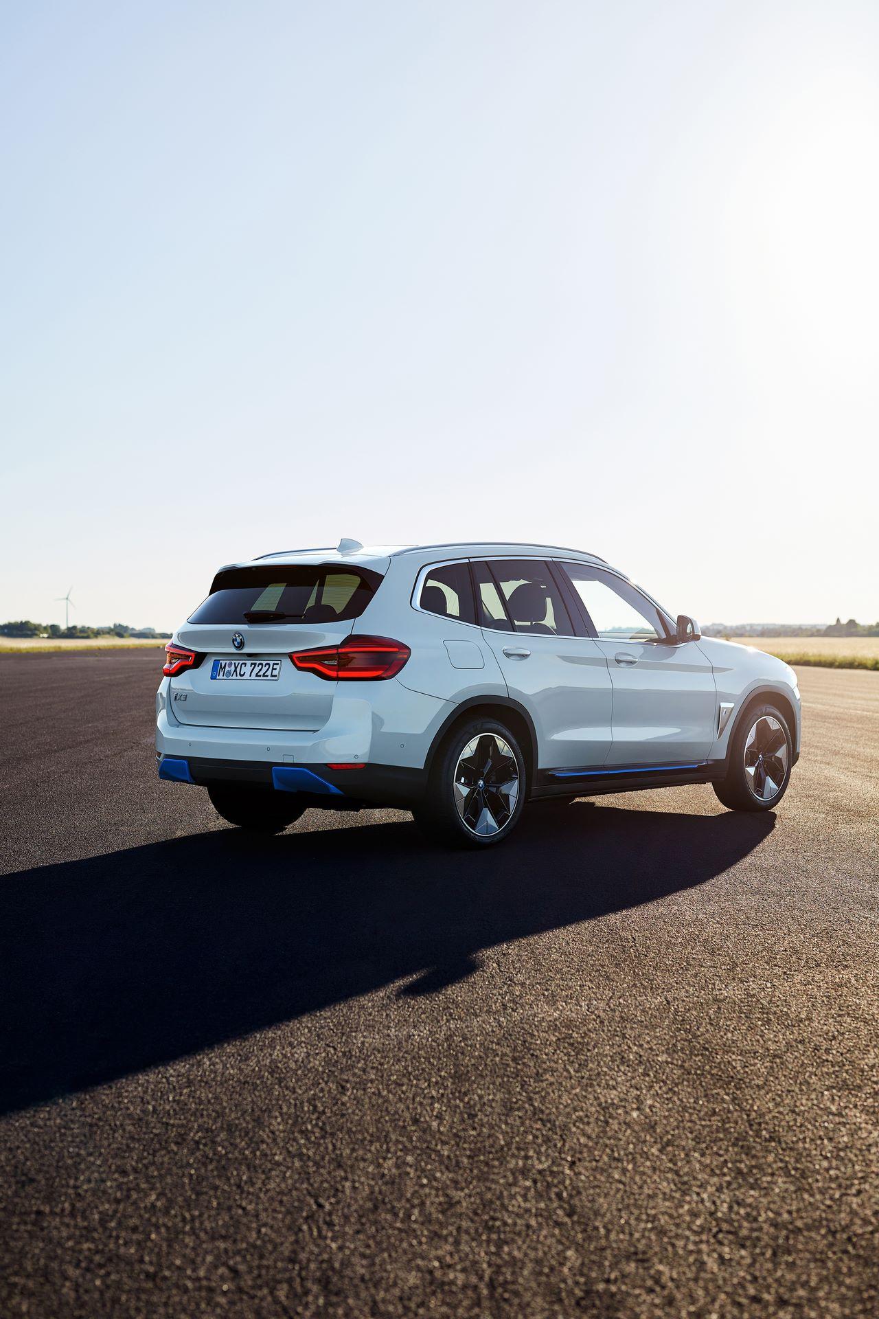 BMW-iX3-11