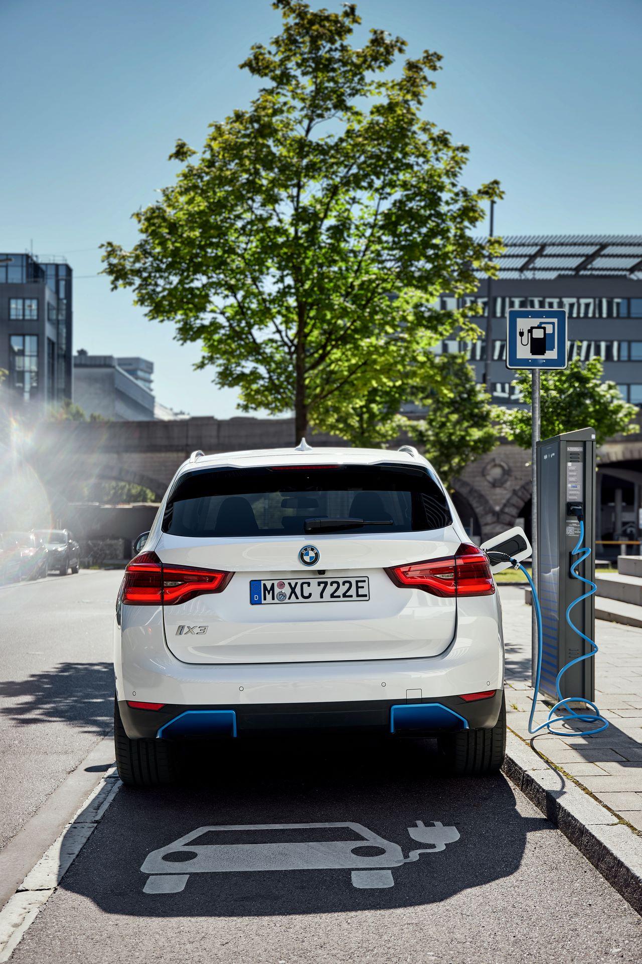 BMW-iX3-13