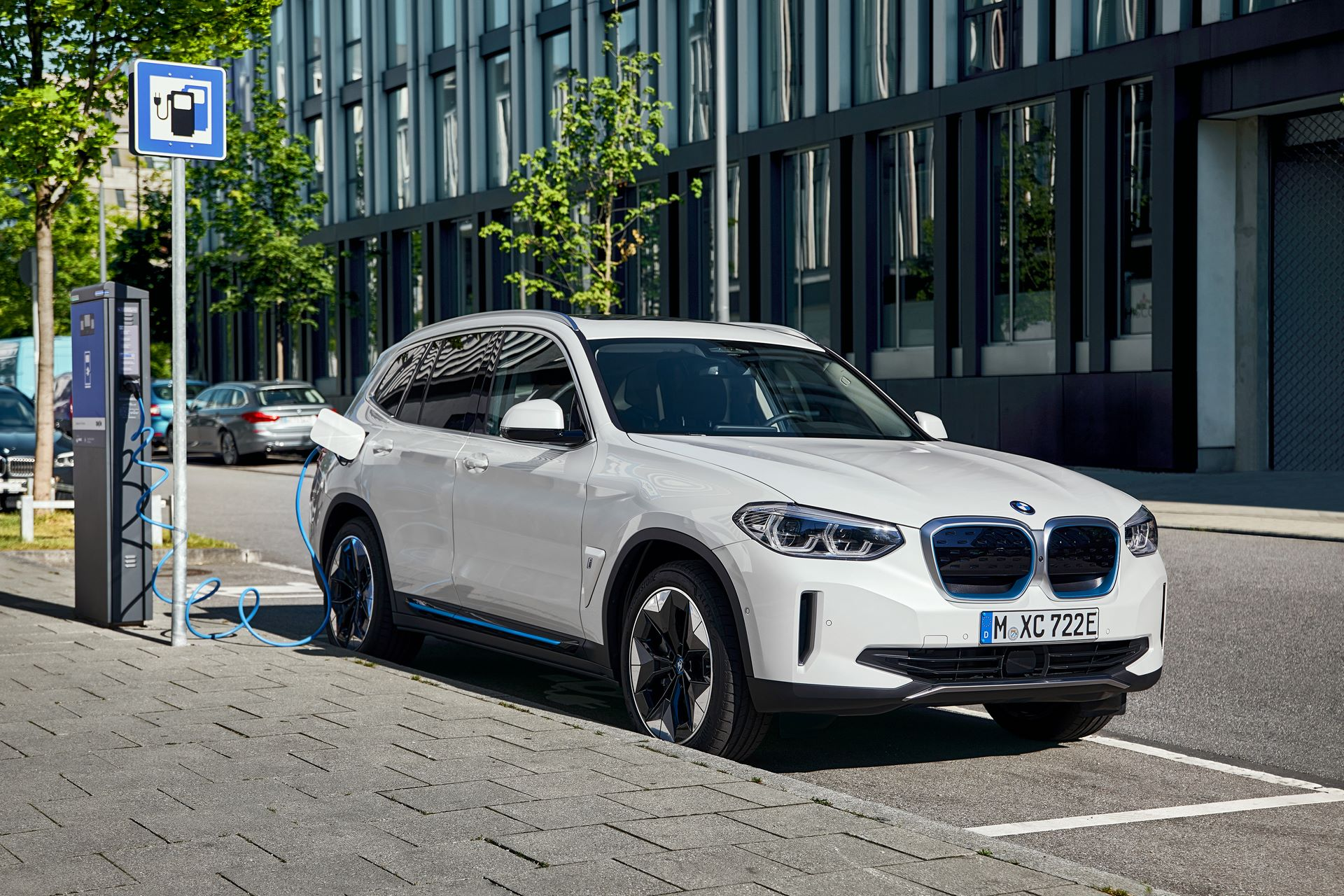 BMW-iX3-14