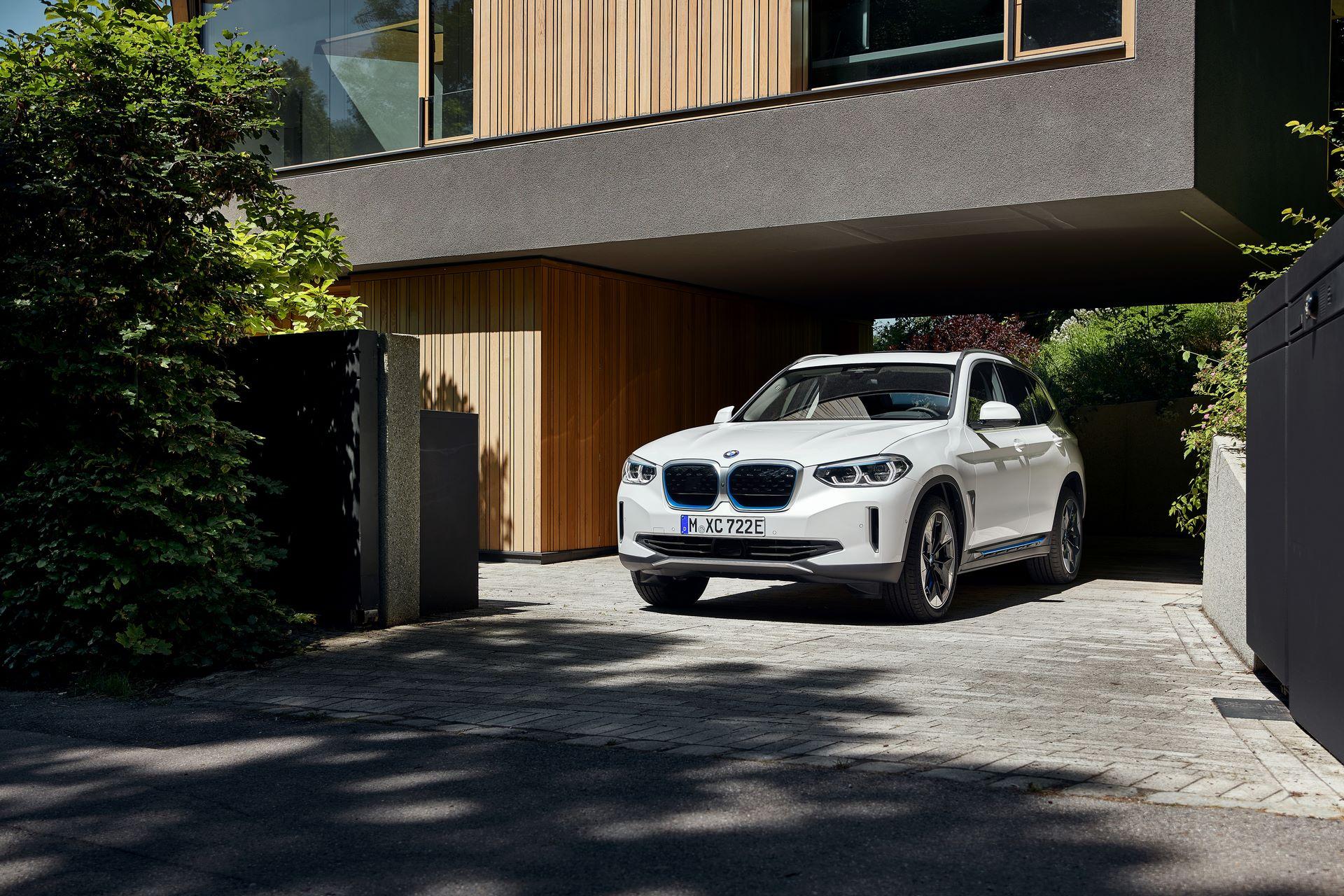BMW-iX3-16
