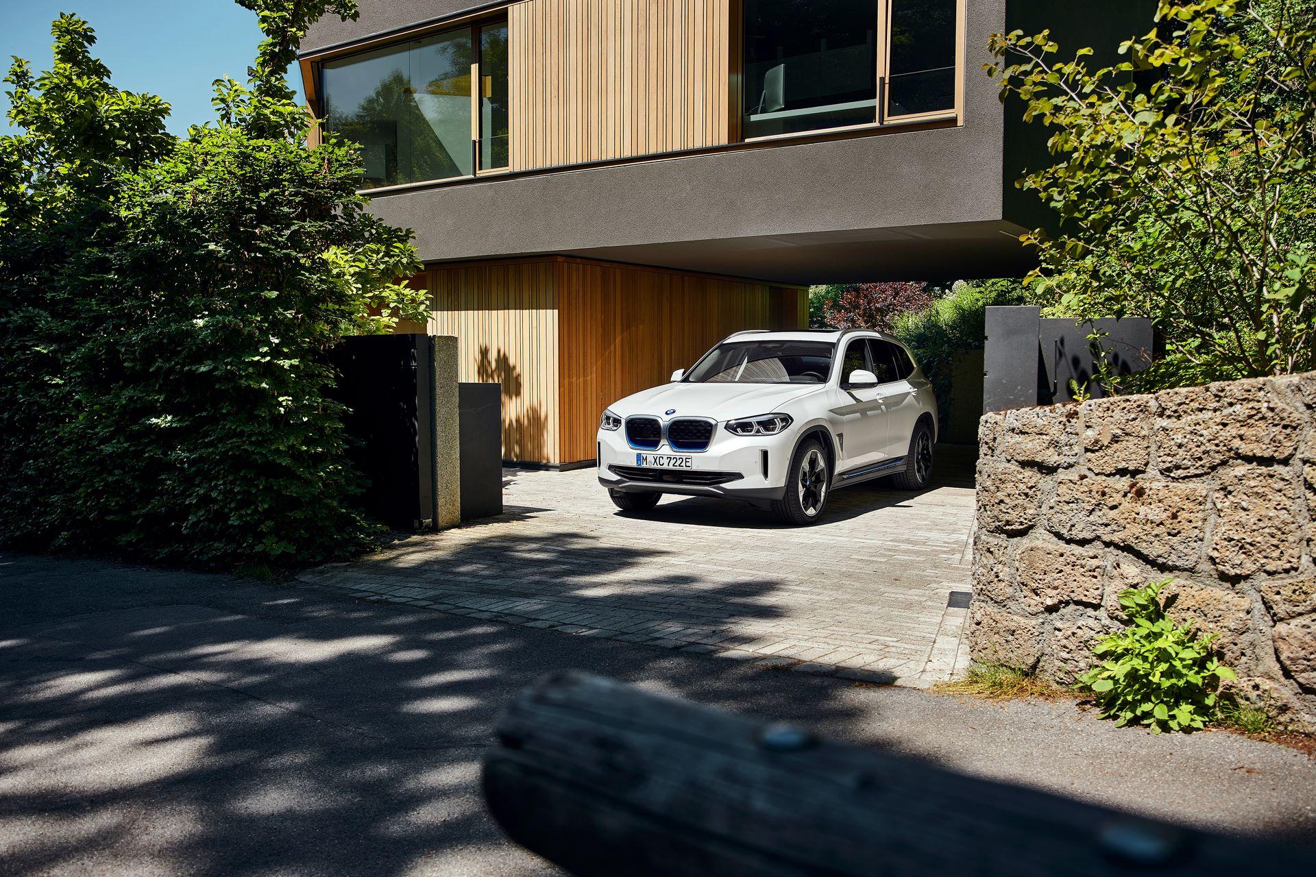 BMW-iX3-17